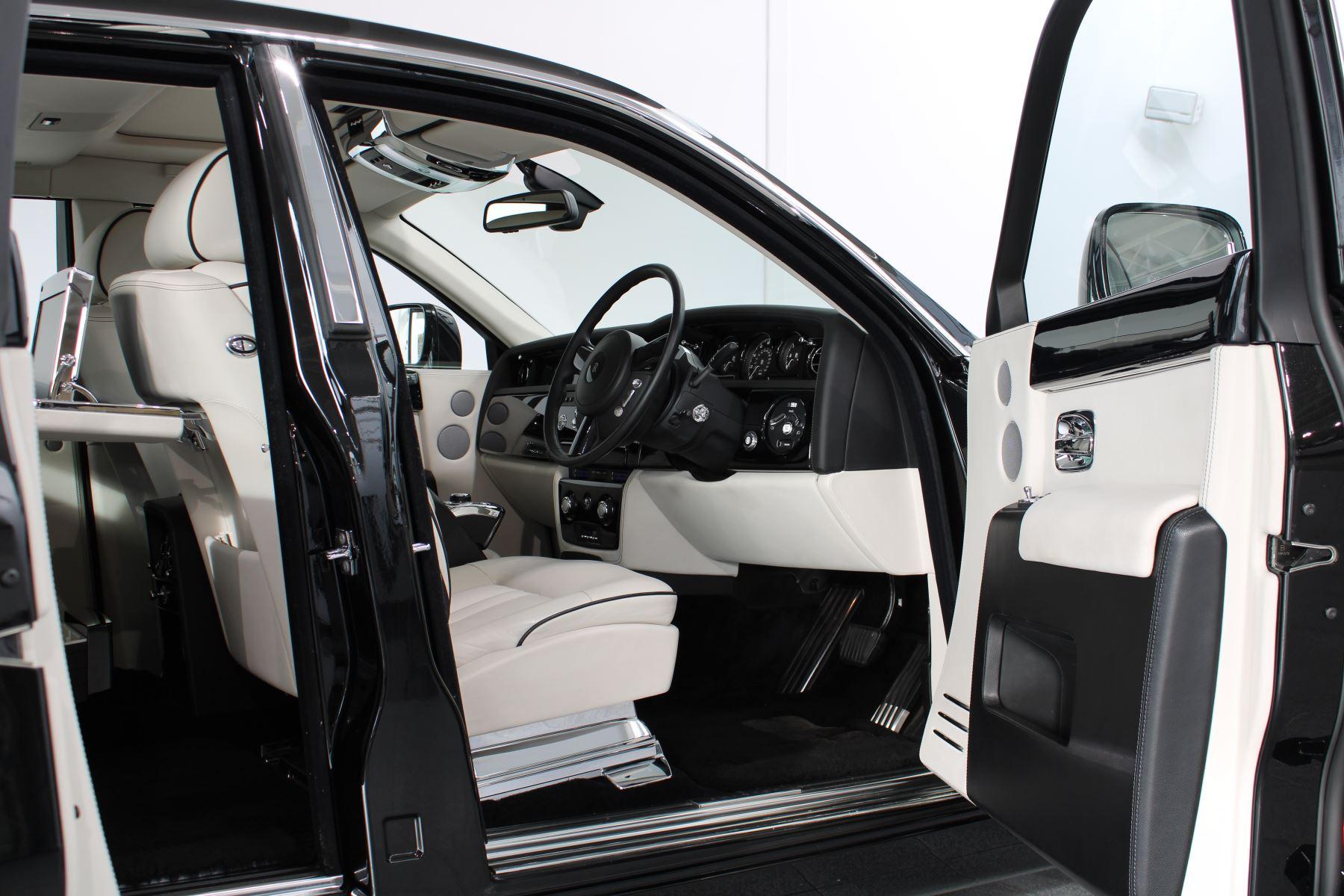 Rolls-Royce Phantom II 4dr Auto image 34