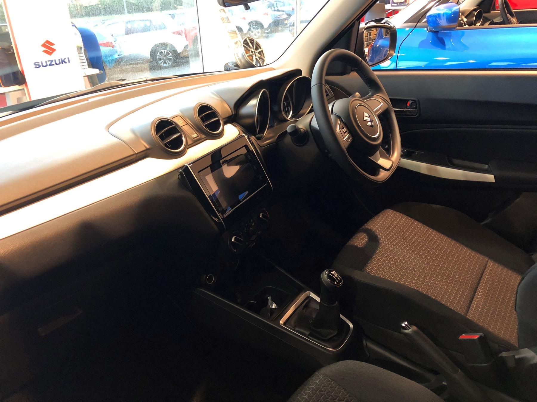Suzuki Swift 1.2 Dualjet SHVS SZ-T image 8