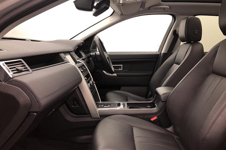Land Rover Discovery Sport 2.0 Si4 240 HSE 5dr image 3