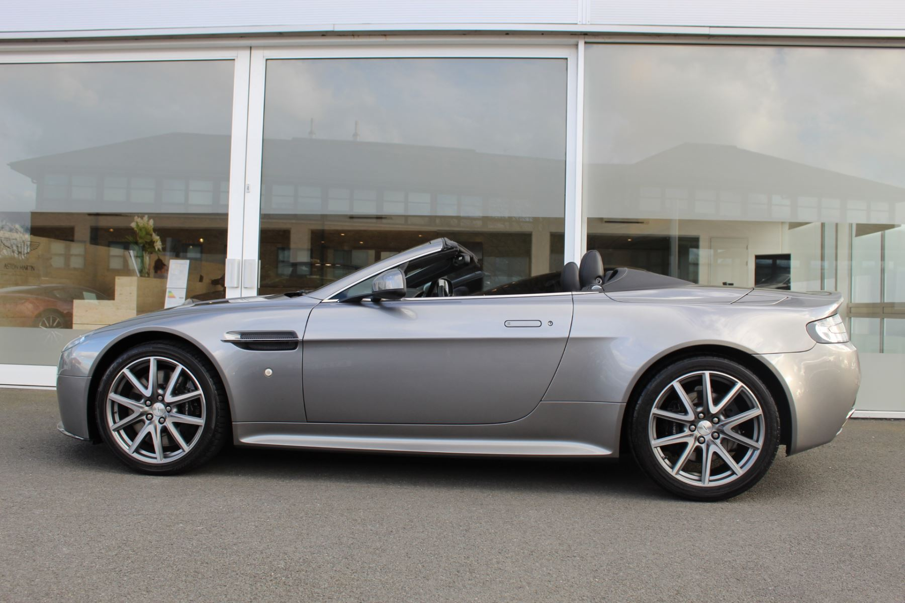 Aston Martin V8 Vantage S Roadster S 2dr Sportshift  Rare S Model  image 17