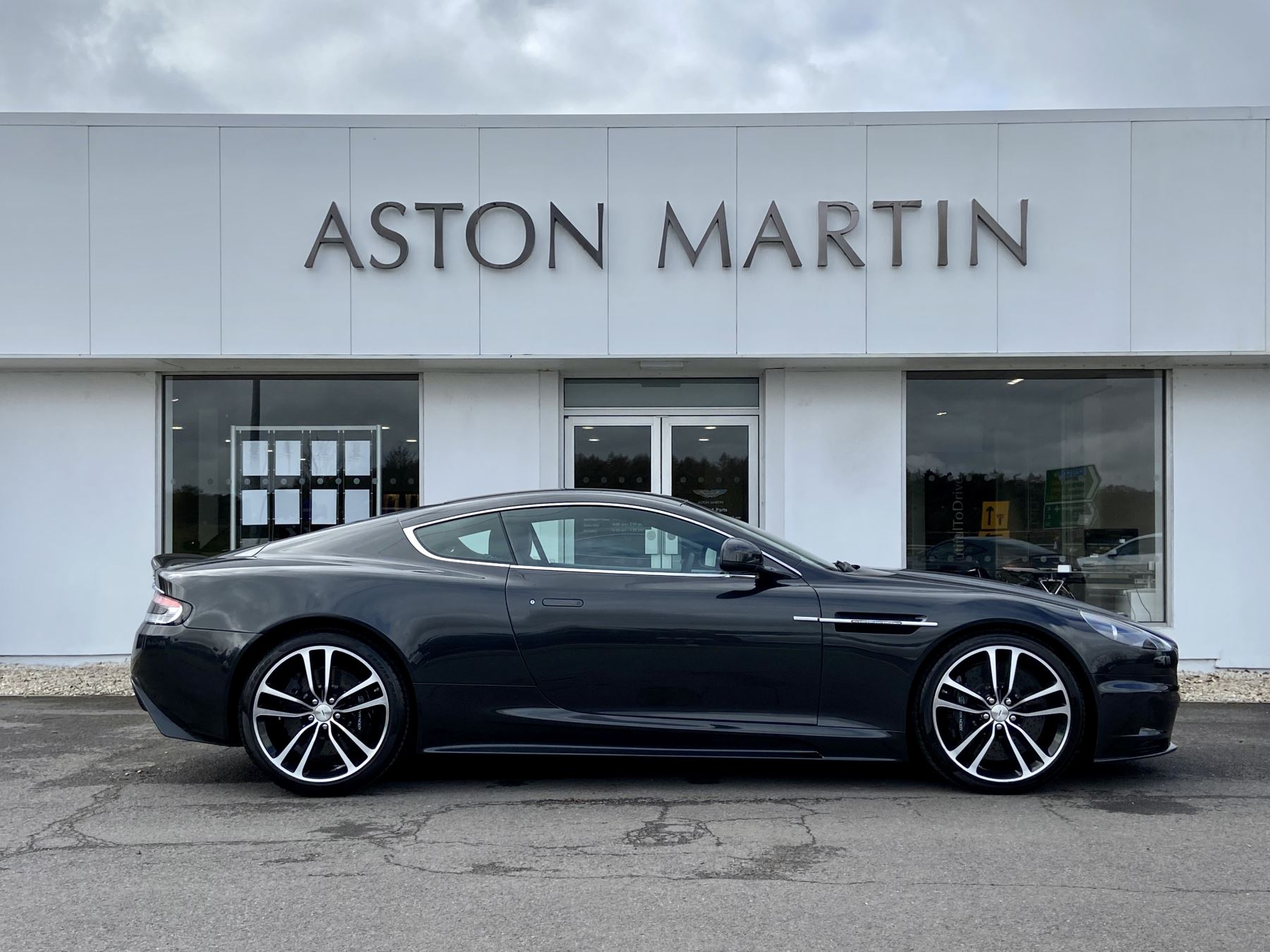 Aston Martin DBS Carbon Edition V12 2dr Touchtronic image 4