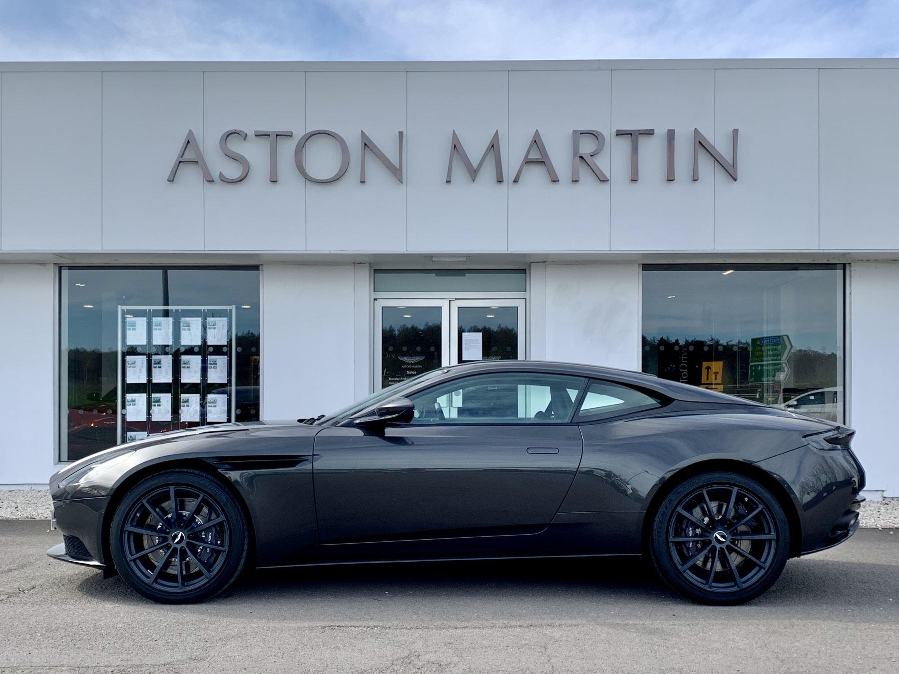 Aston Martin DB11 AMR V12 AMR 2dr Touchtronic Auto image 8