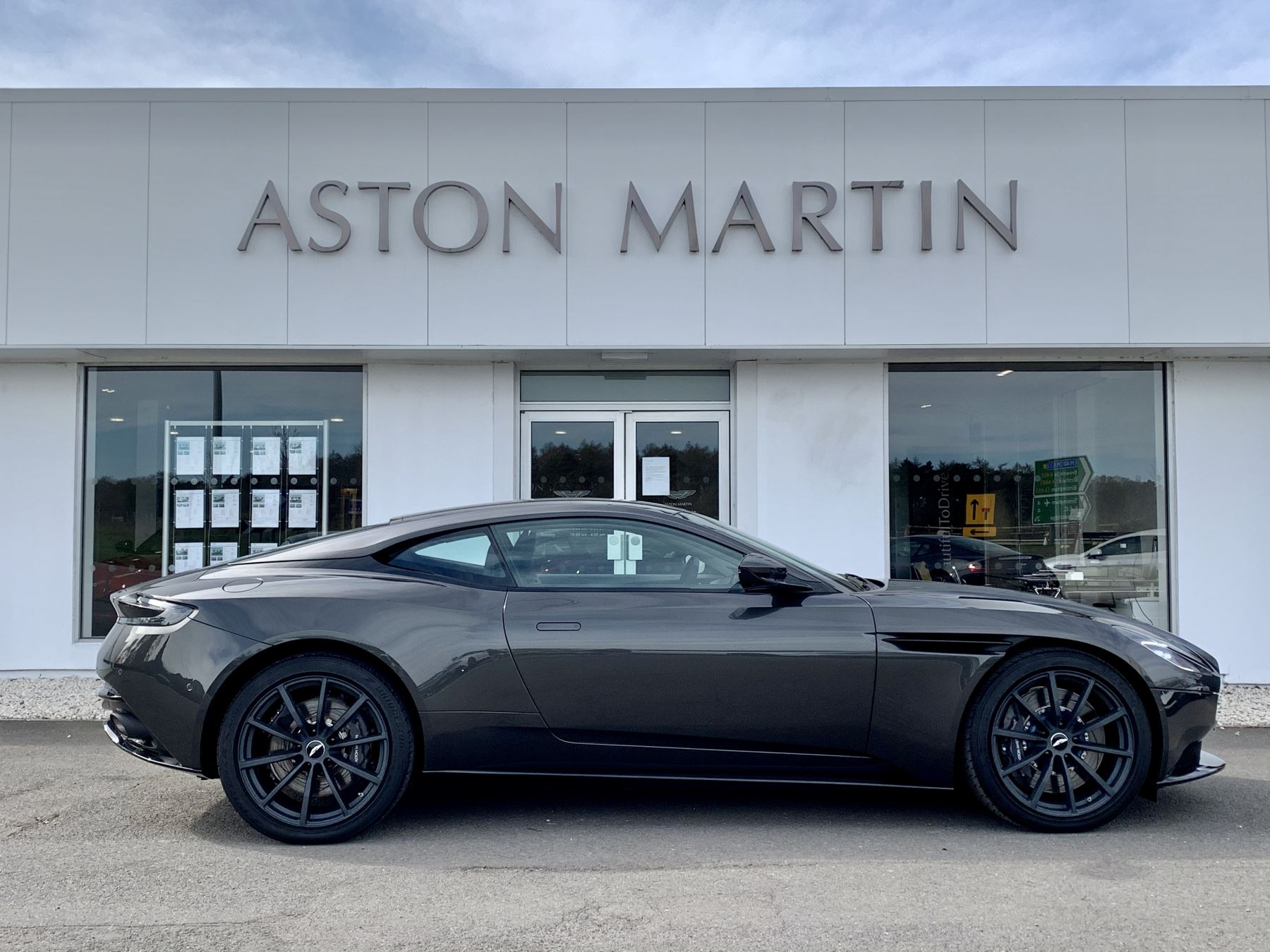 Aston Martin DB11 AMR V12 AMR 2dr Touchtronic Auto image 4
