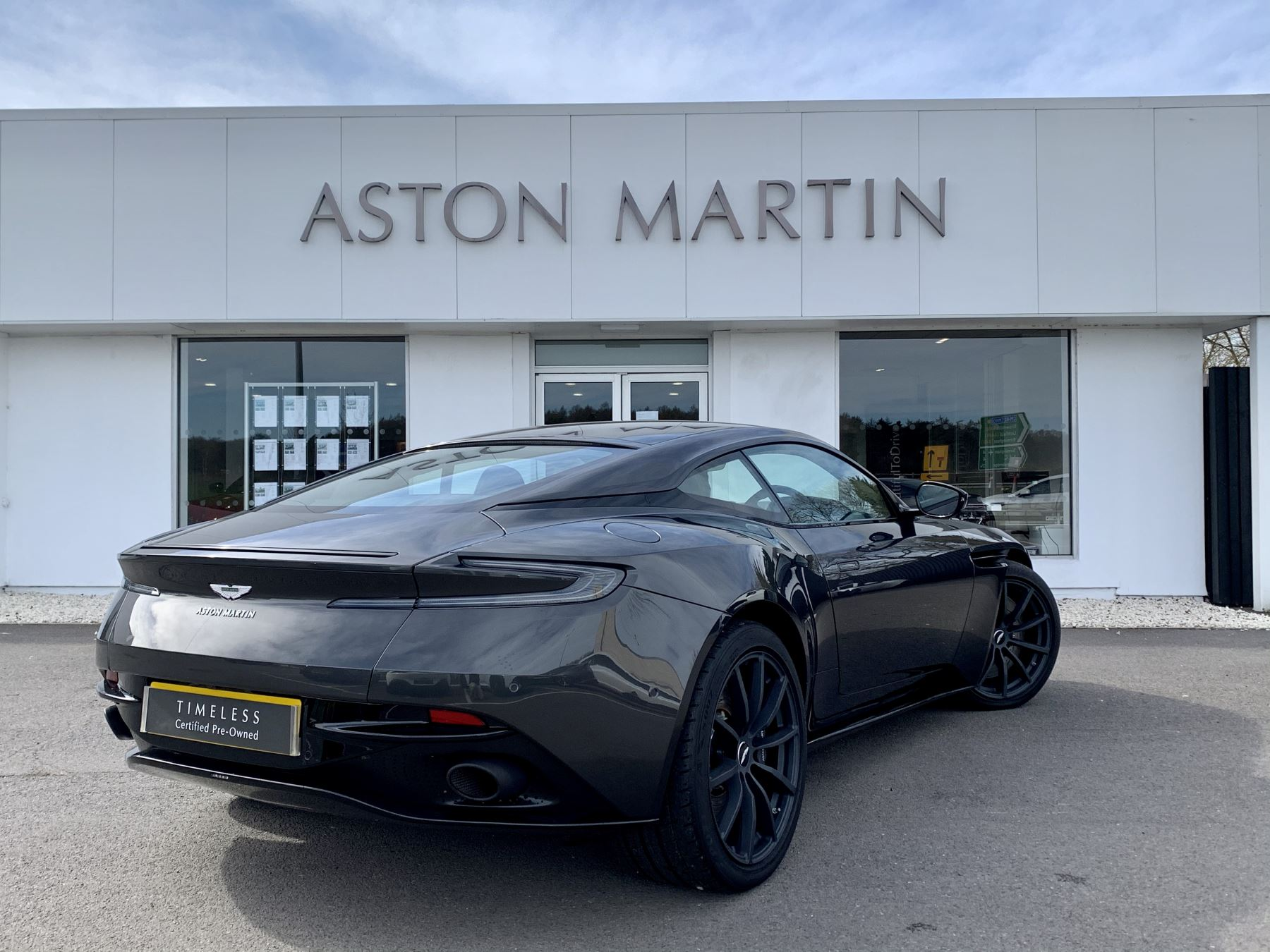 Aston Martin DB11 AMR V12 AMR 2dr Touchtronic Auto image 5