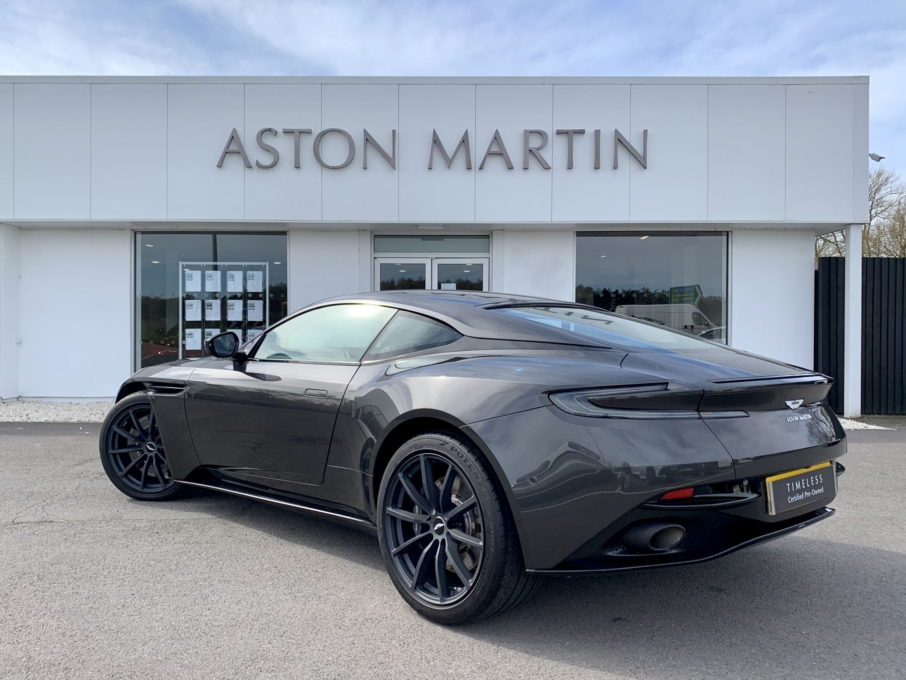 Aston Martin DB11 AMR V12 AMR 2dr Touchtronic Auto image 7