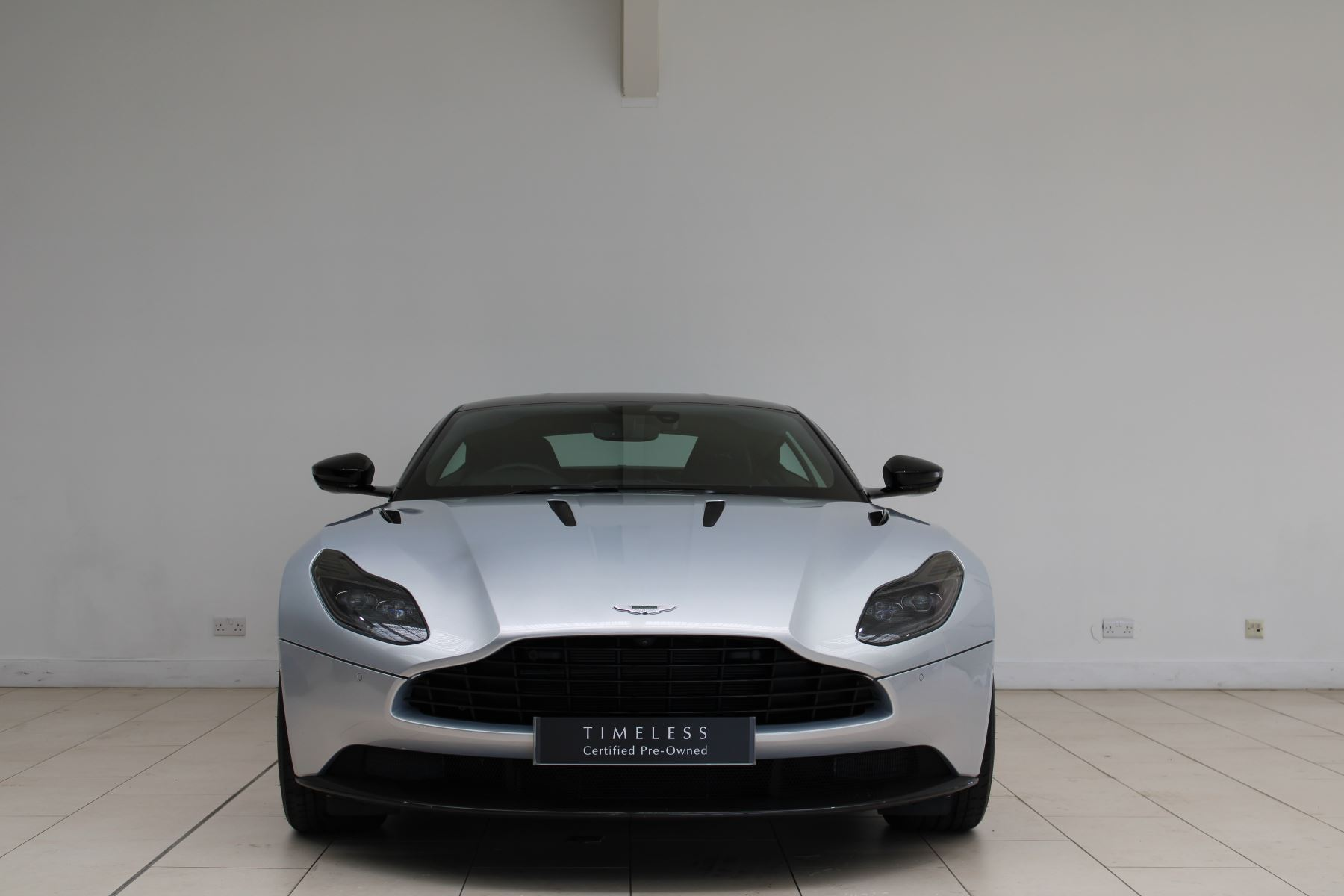 Aston Martin DB11 V12 AMR 2dr Touchtronic image 4