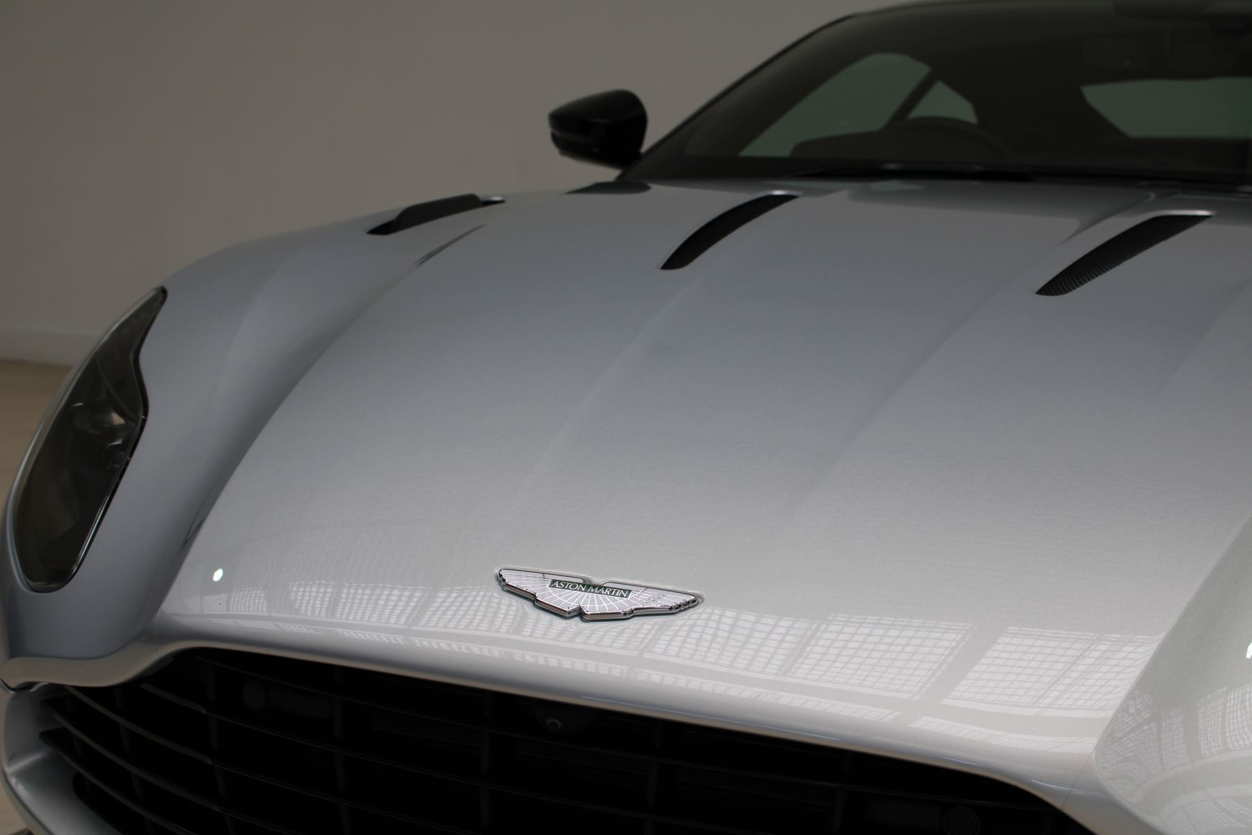 Aston Martin DB11 V12 AMR 2dr Touchtronic image 6