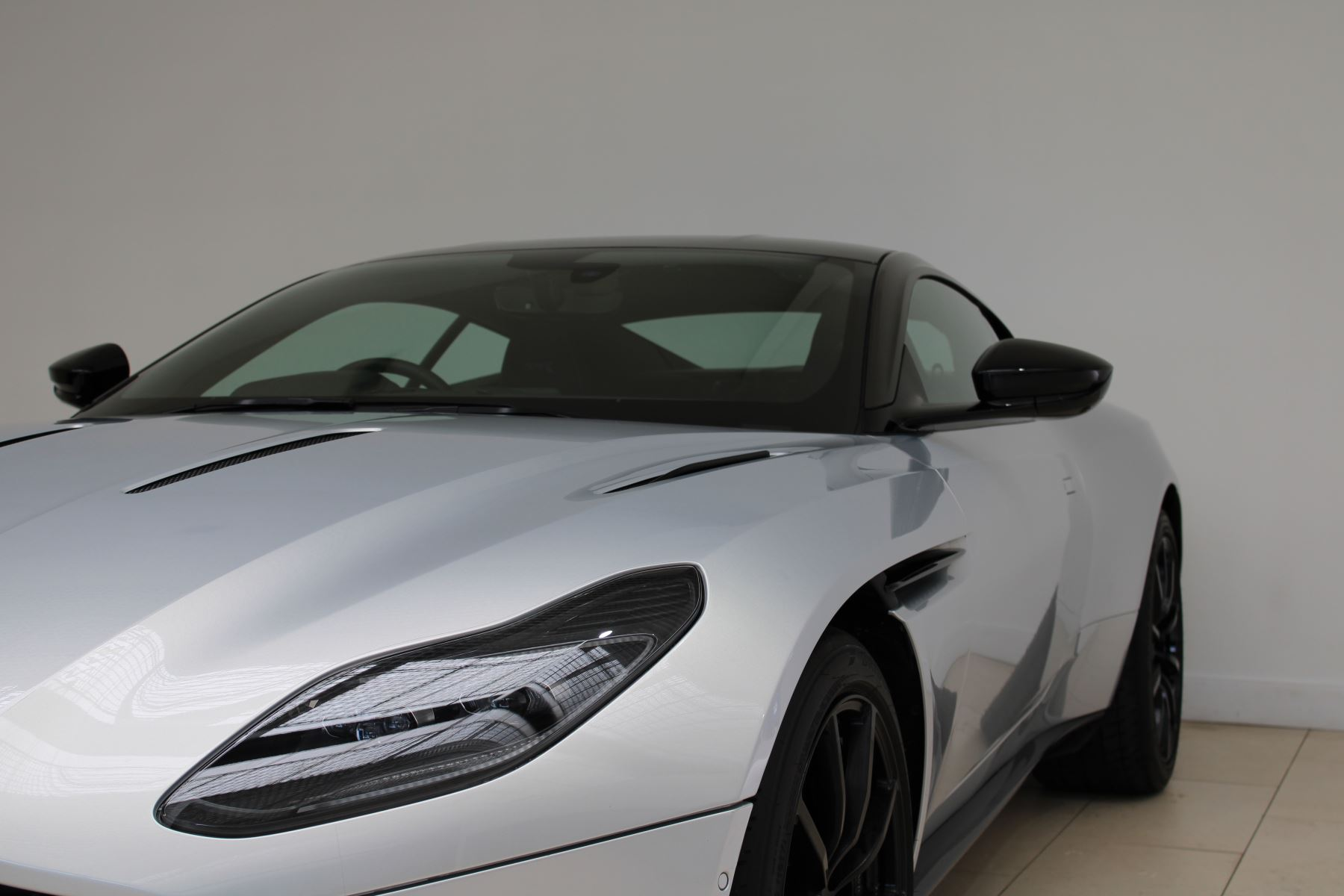 Aston Martin DB11 V12 AMR 2dr Touchtronic image 7