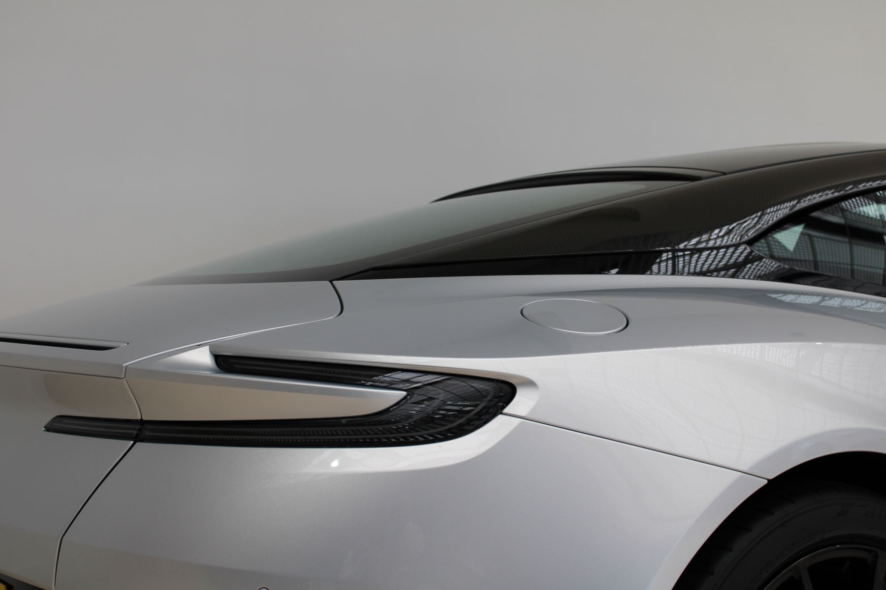 Aston Martin DB11 V12 AMR 2dr Touchtronic image 10