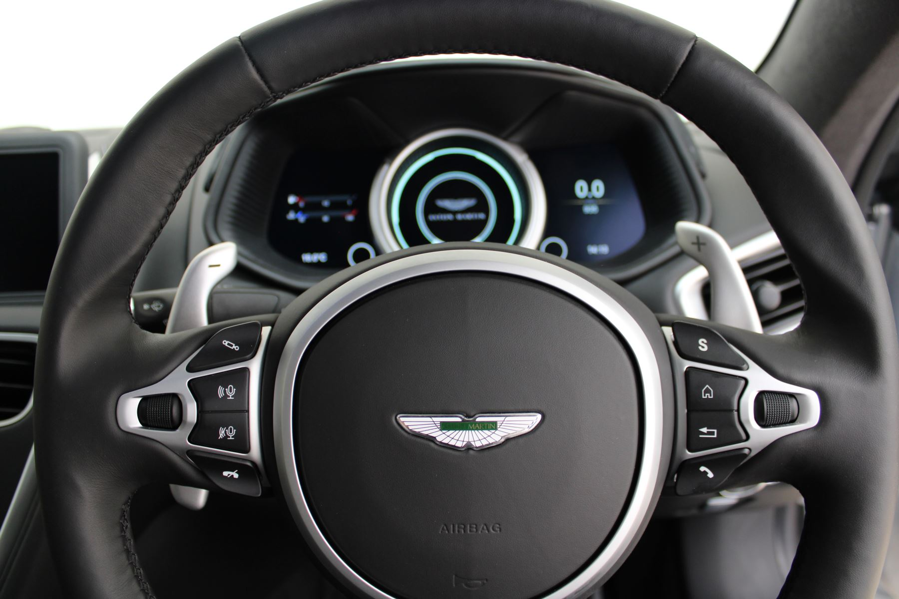Aston Martin DB11 V12 AMR 2dr Touchtronic image 21