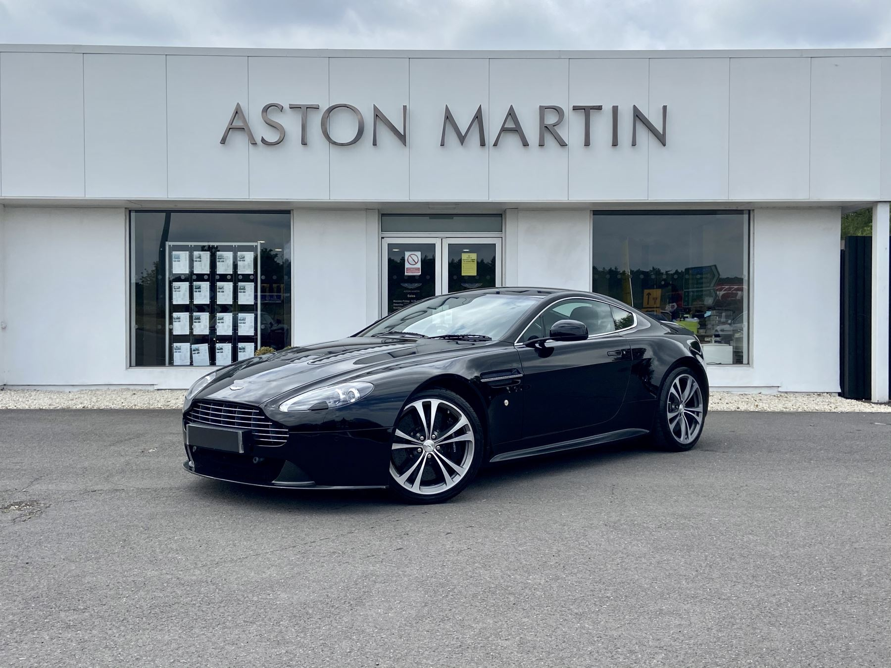 Aston Martin V12 Vantage 2dr 5.9 3 door Coupe (2009)