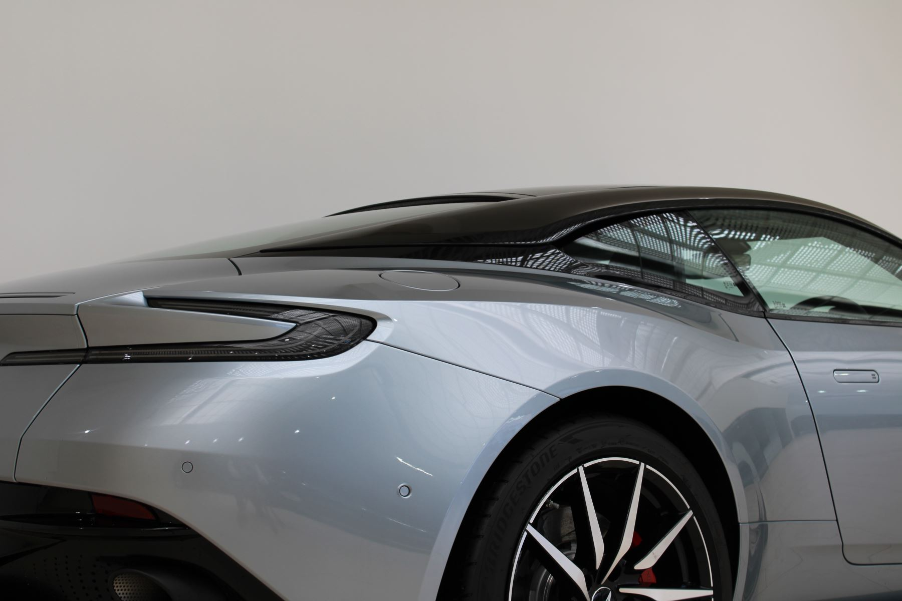 Aston Martin DB11 V8 2dr Touchtronic Auto image 9