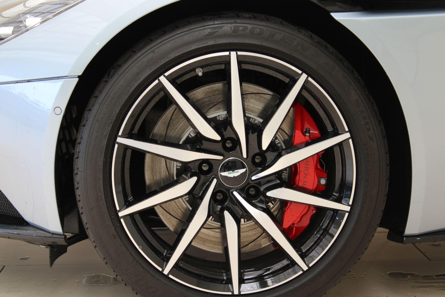Aston Martin DB11 V8 2dr Touchtronic Auto image 10