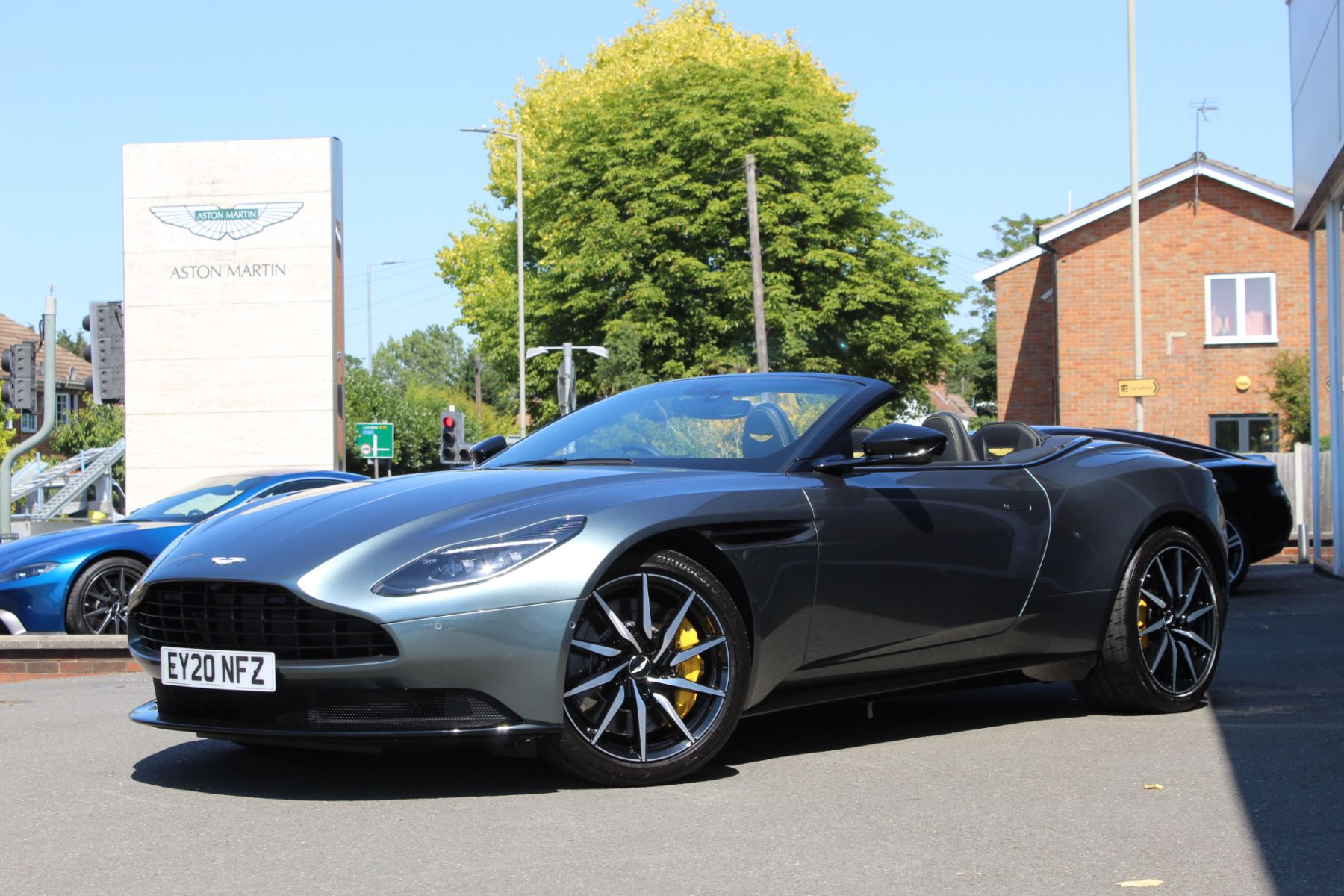 Aston Martin DB11 V8 Volante 2dr Touchtronic 4.0 Automatic Convertible (2020)