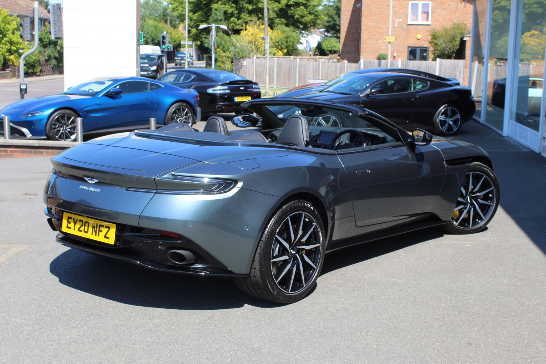 Aston Martin DB11 V8 Volante 2dr Touchtronic image 19