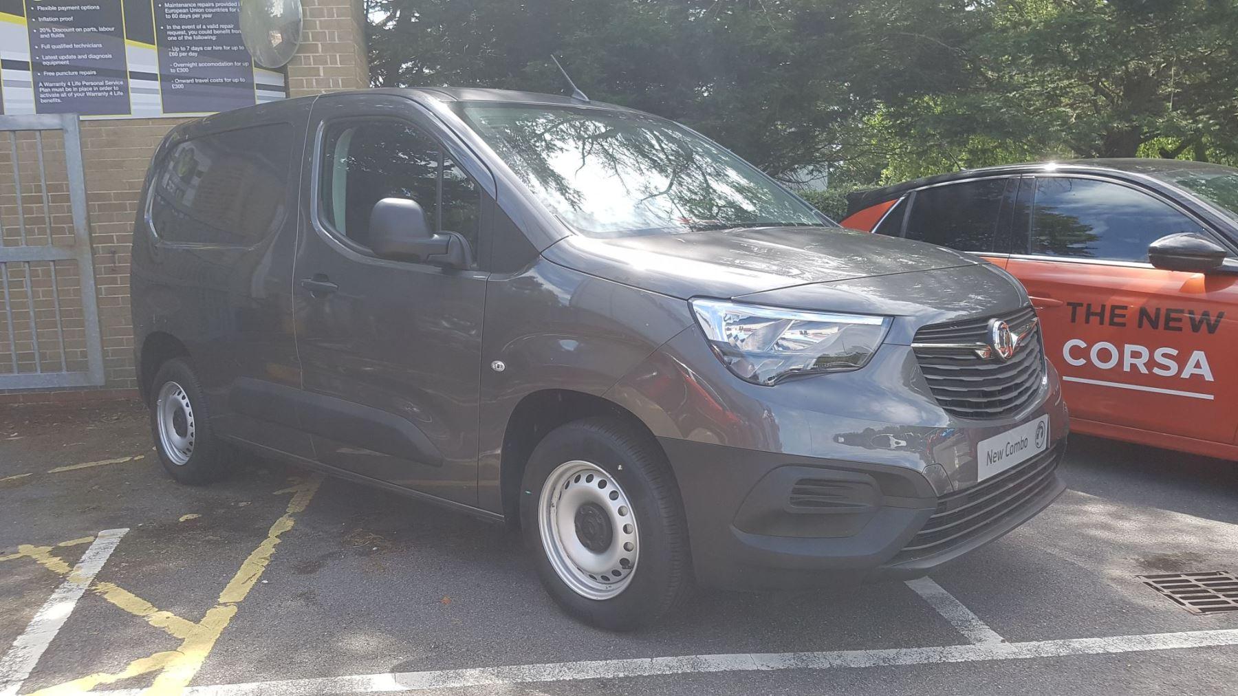 Vauxhall Combo COM EDT L1H1 2000 D 102PS 5MT Diesel 4 door Panel Van (2020)
