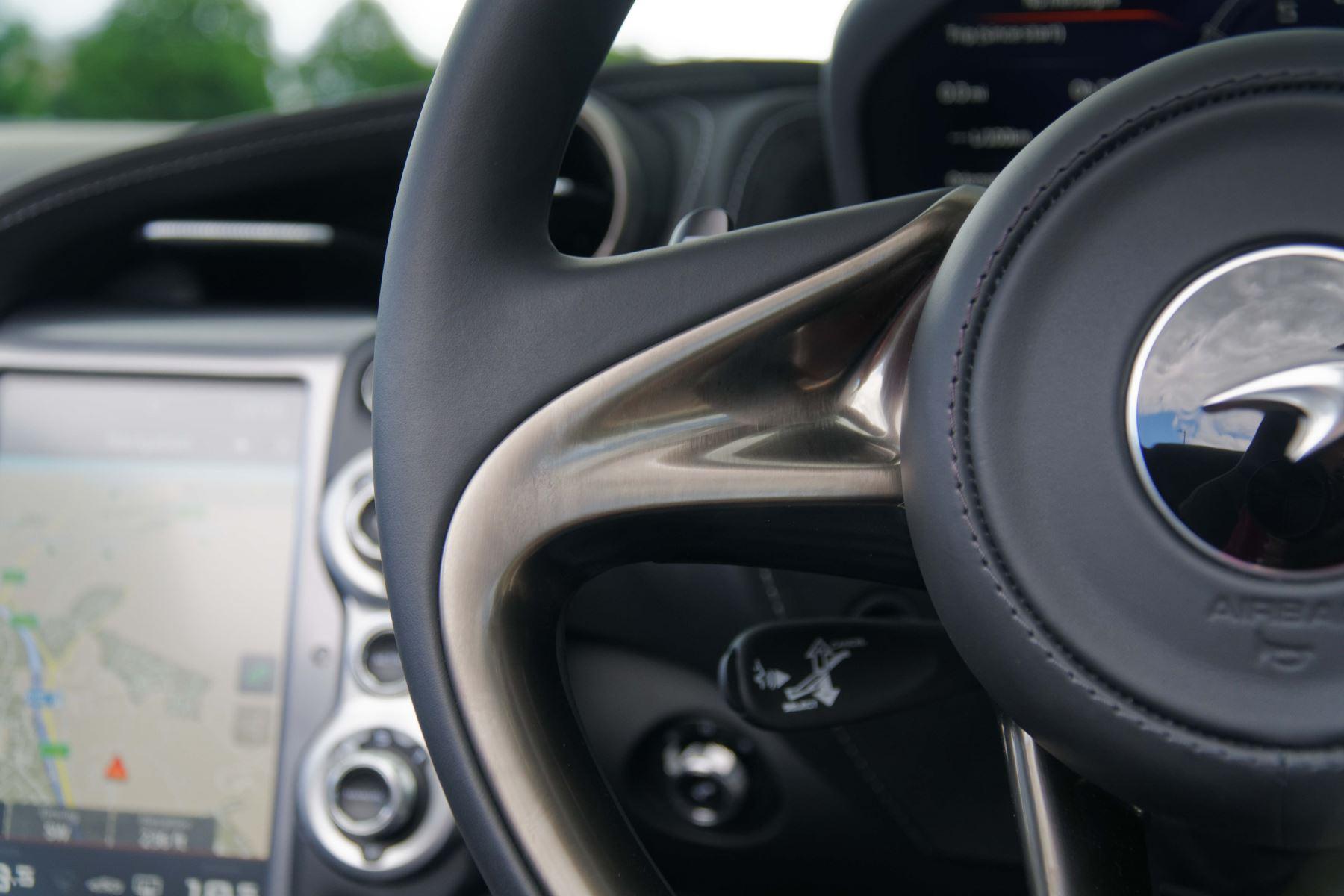 McLaren 720S Spider V8 2dr SSG image 36