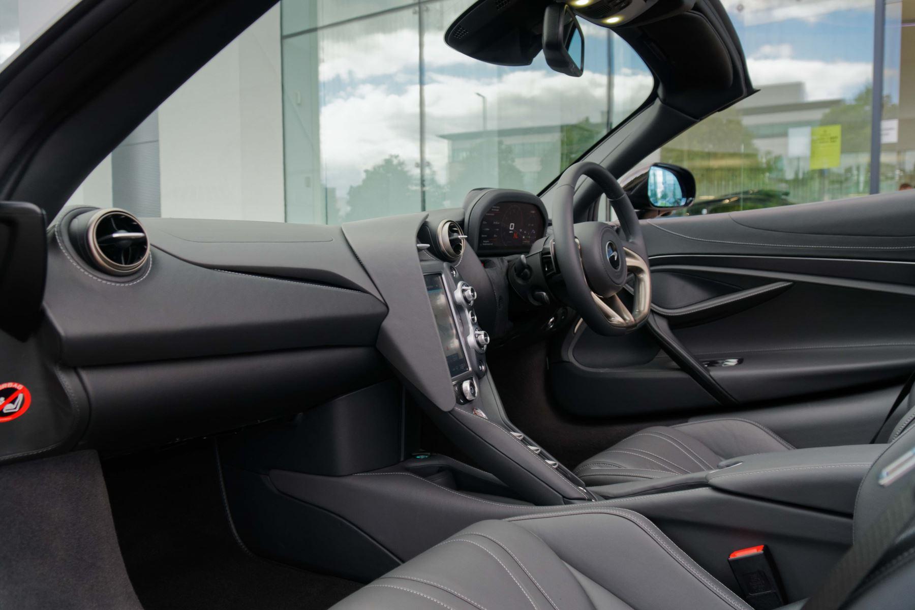 McLaren 720S Spider V8 2dr SSG image 41