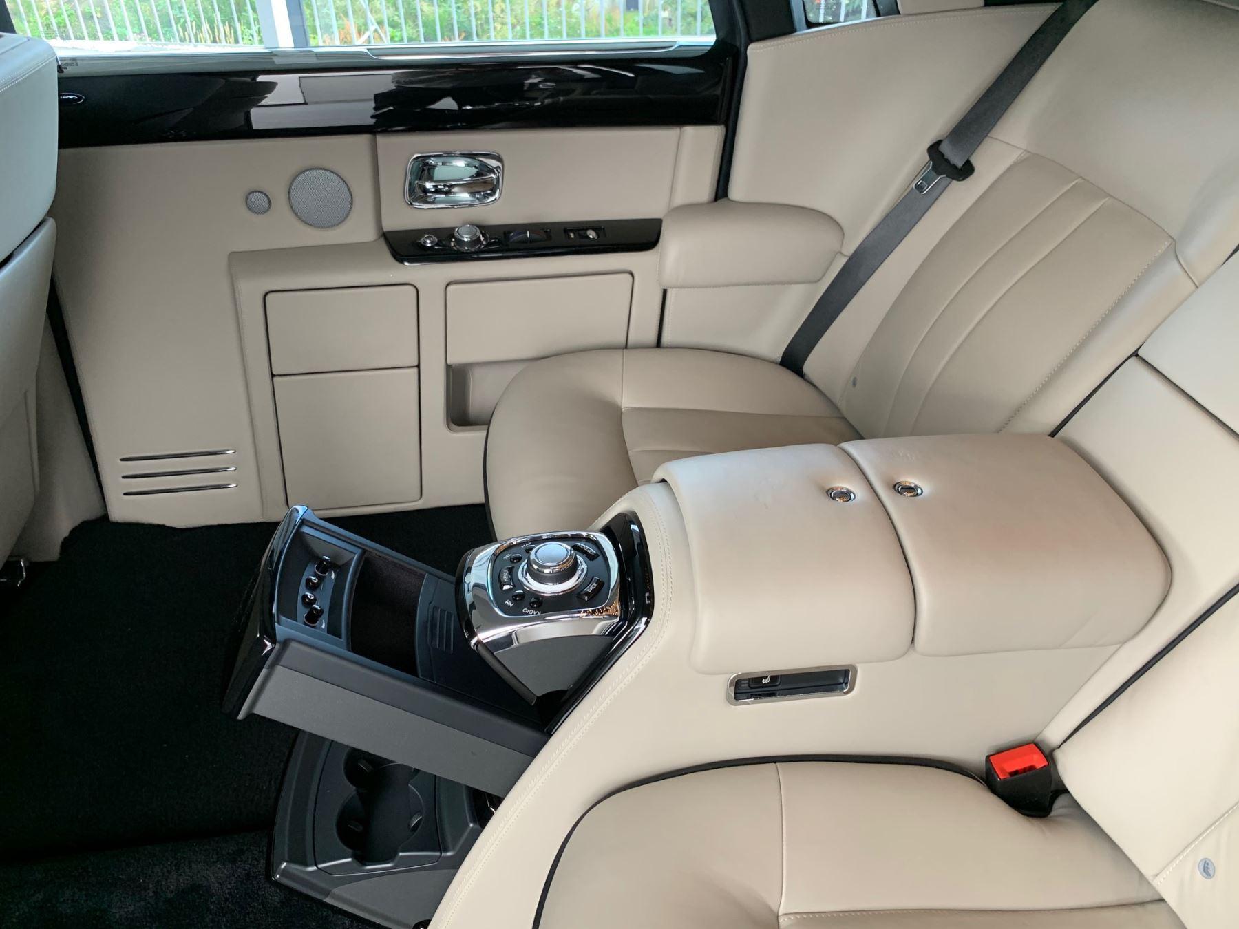 Rolls-Royce Phantom Extended Wheelbase II 4dr Auto Extended Wheel Base image 13
