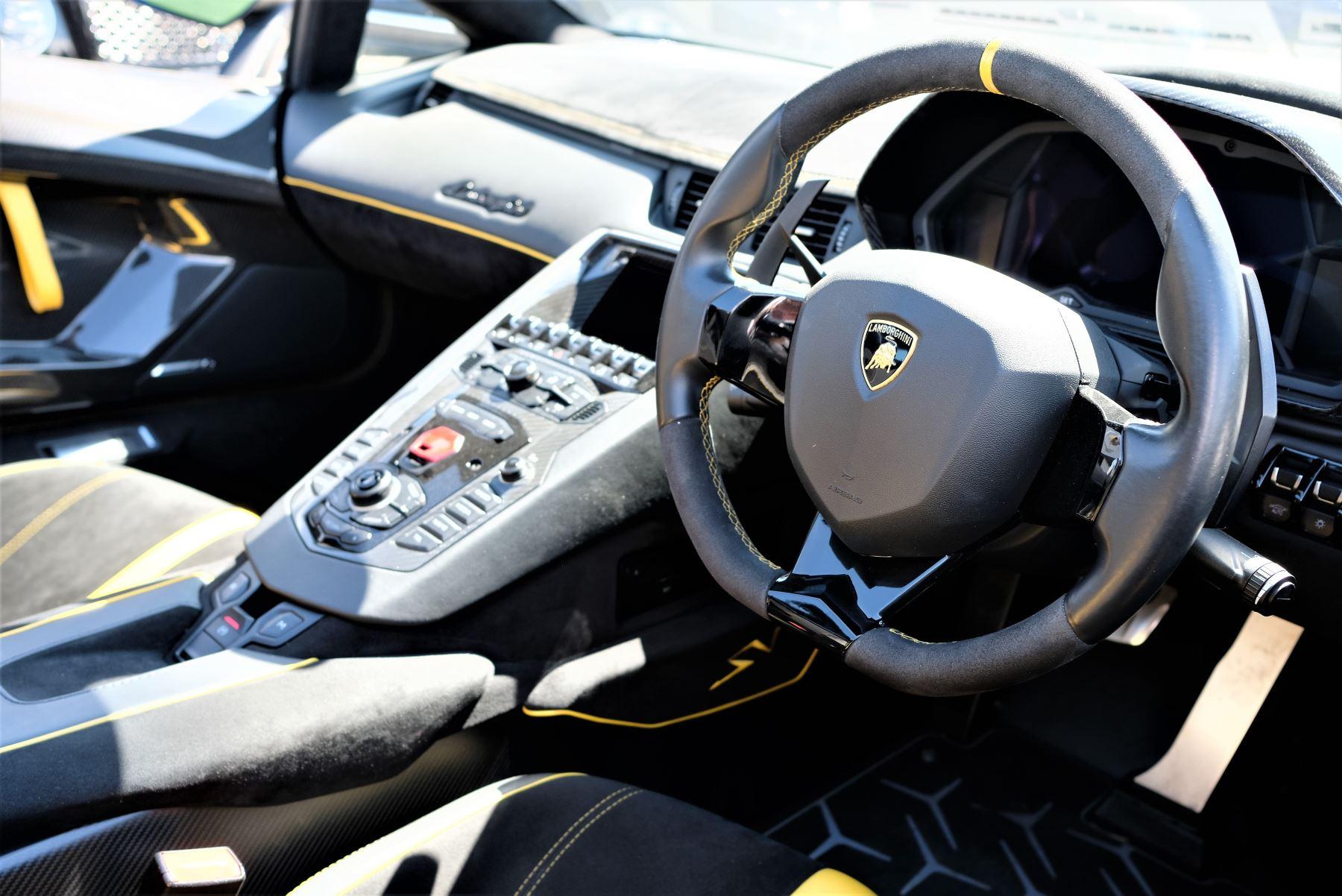 Lamborghini Aventador SV Roadster Superveloce LP 750-4 ISR image 18