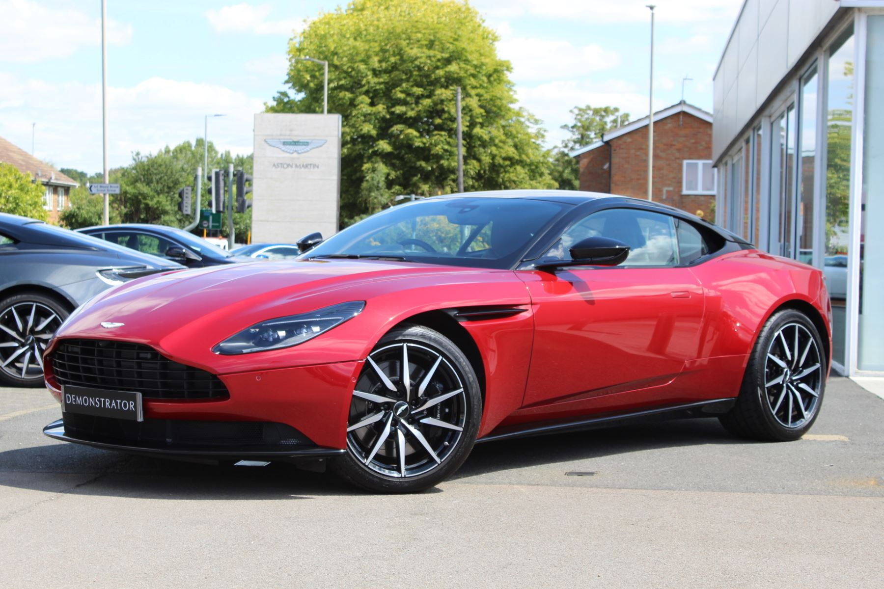 Aston Martin DB11 V8 2dr Touchtronic image 2