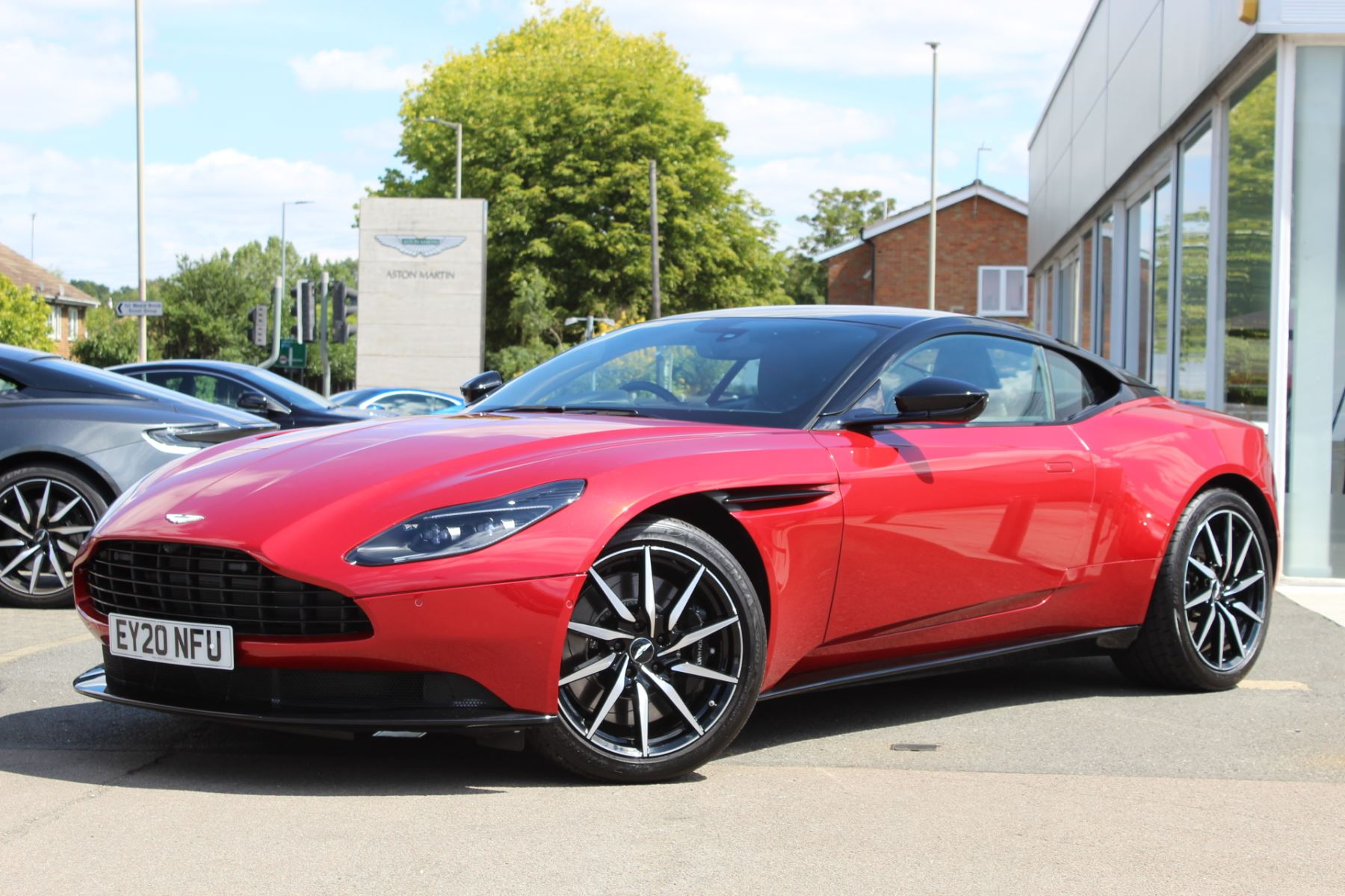 Aston Martin DB11 V8 2dr Touchtronic image 4