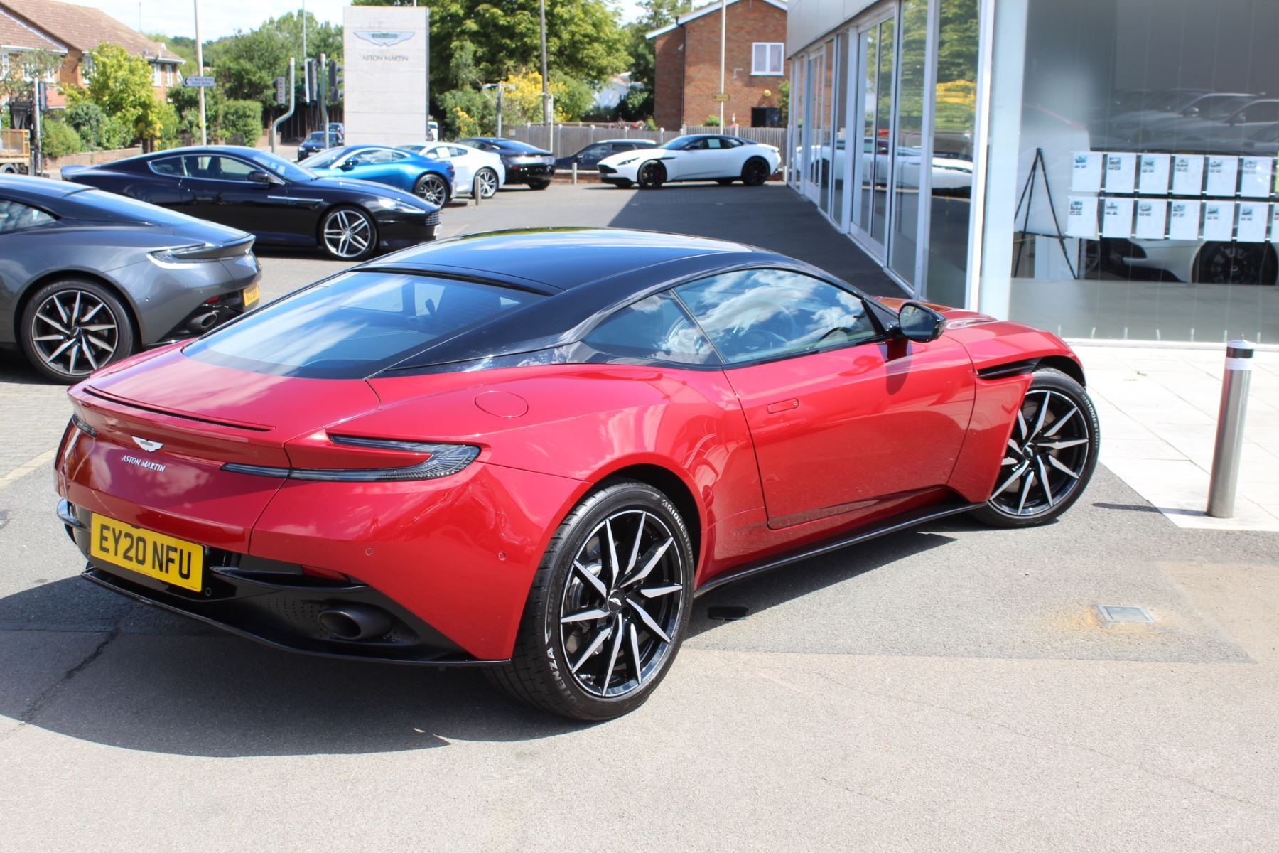 Aston Martin DB11 V8 2dr Touchtronic image 19