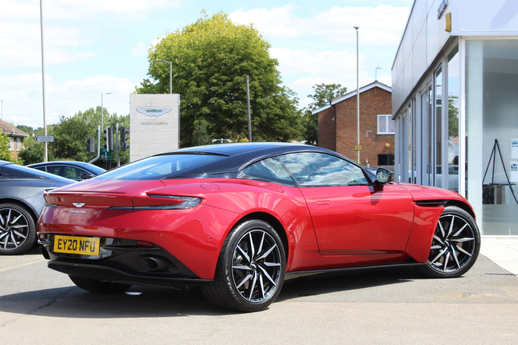 Aston Martin DB11 V8 2dr Touchtronic image 21