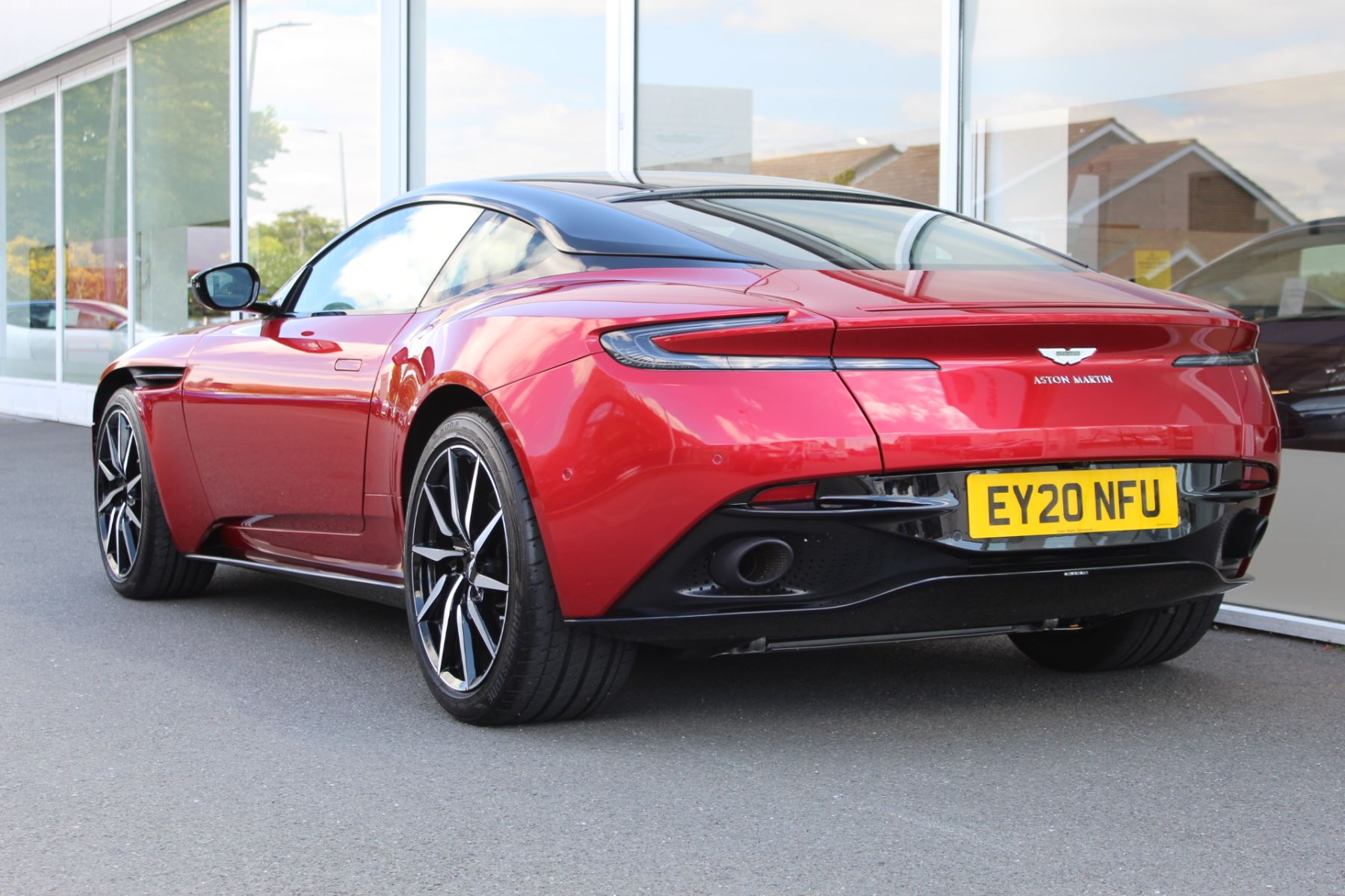 Aston Martin DB11 V8 2dr Touchtronic image 20