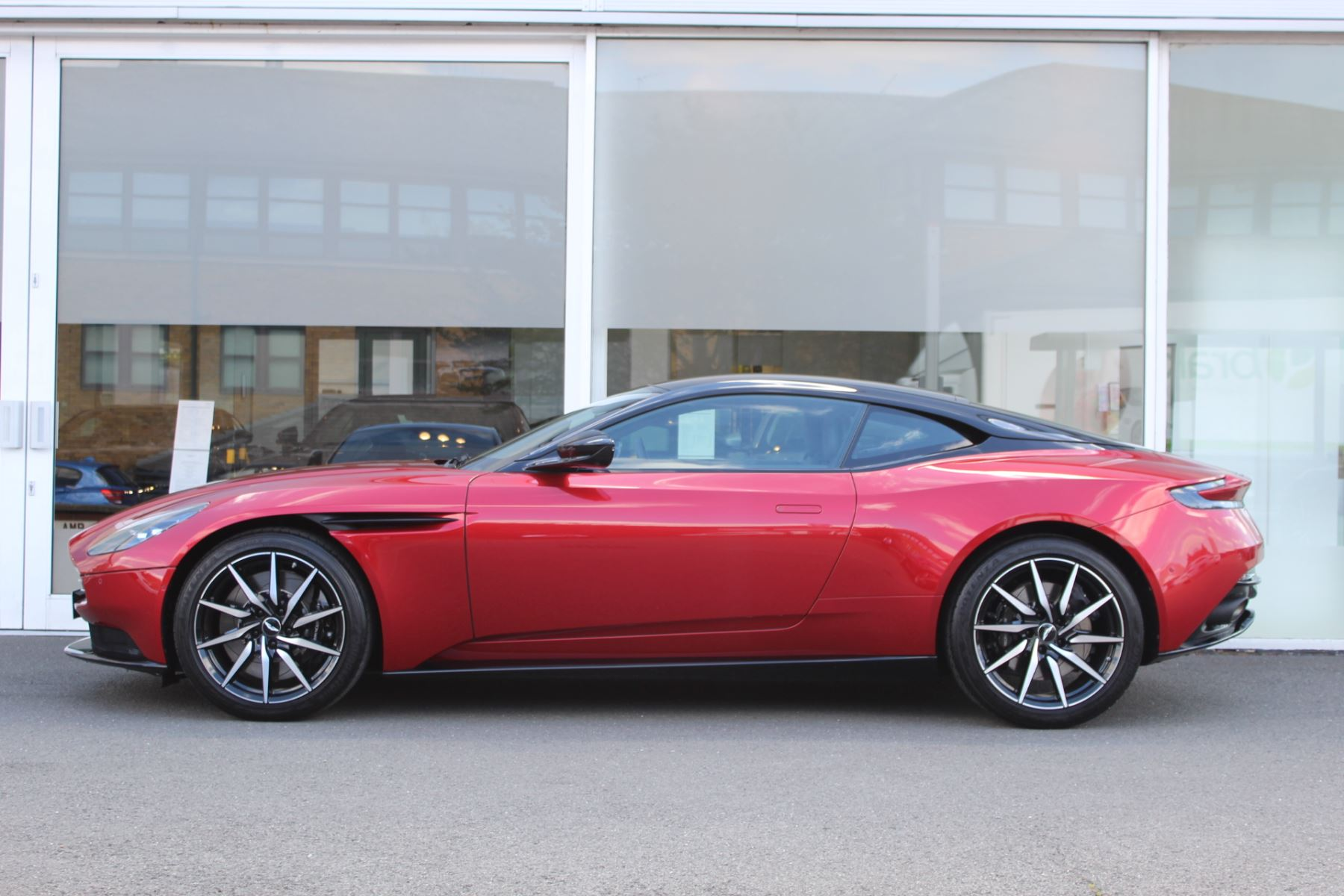 Aston Martin DB11 V8 2dr Touchtronic image 11