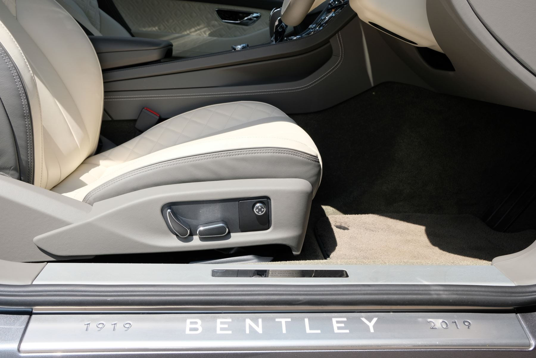Bentley Continental GT 6.0 W12 2dr image 14
