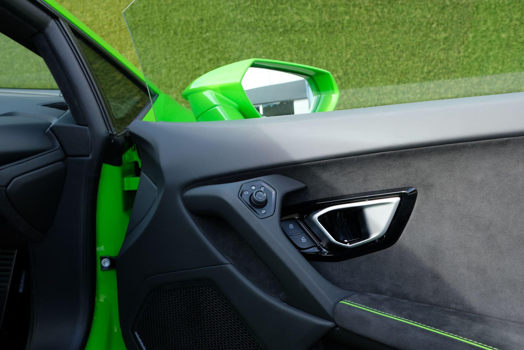 Lamborghini Huracan EVO 5.2 V10 640 2dr Auto AWD image 11