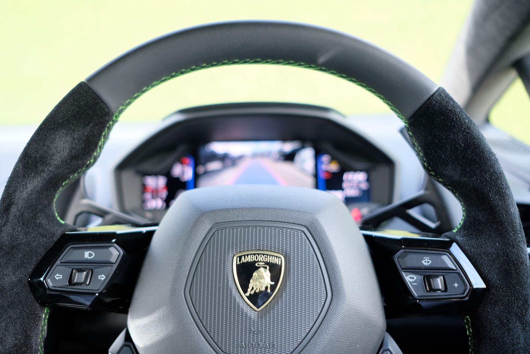 Lamborghini Huracan EVO 5.2 V10 640 2dr Auto AWD image 14
