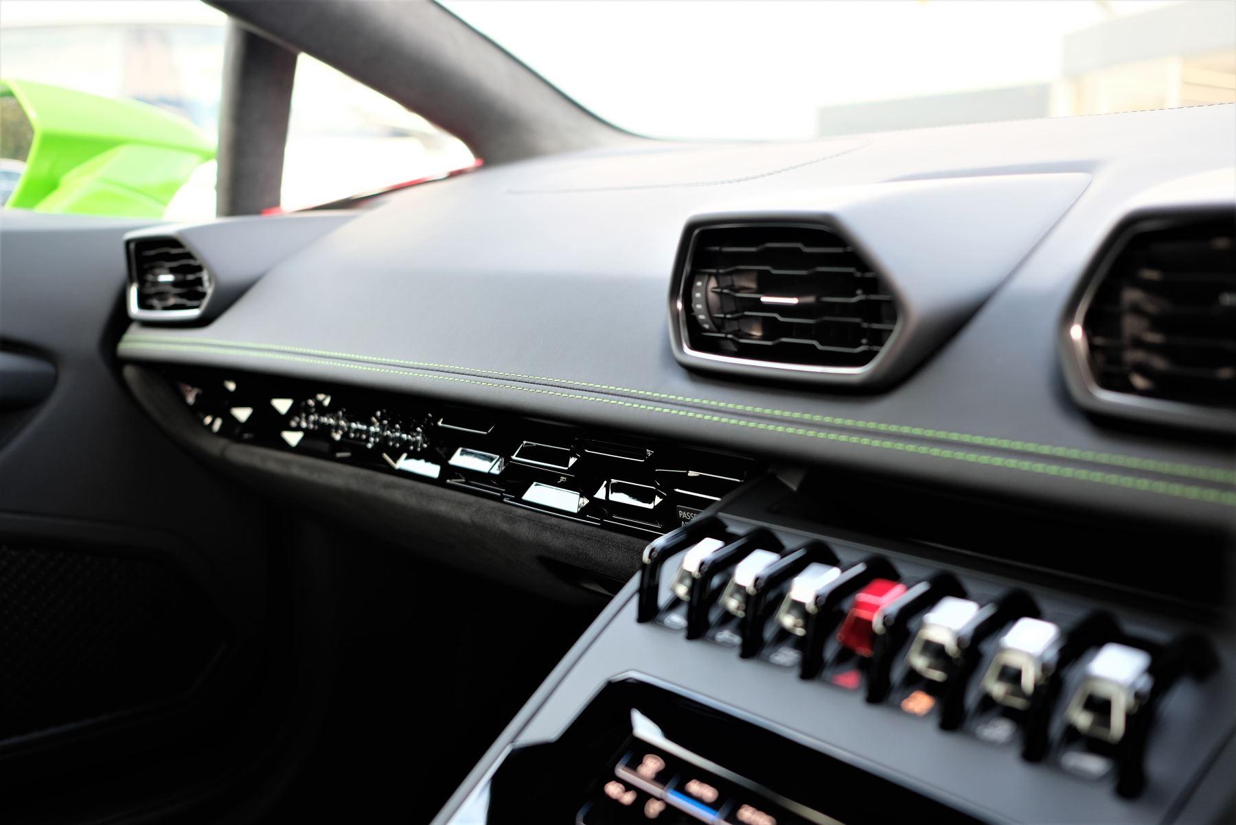 Lamborghini Huracan EVO 5.2 V10 640 2dr Auto AWD image 22