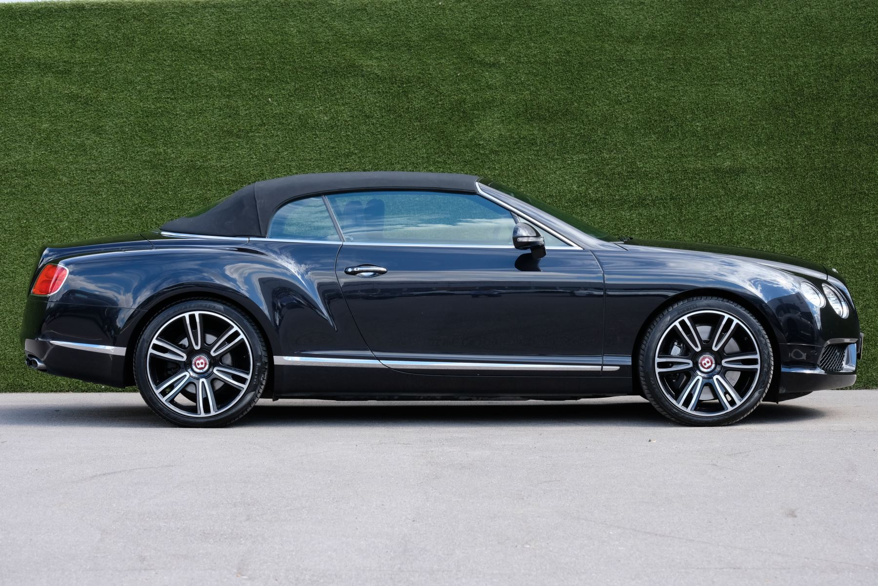Bentley Continental GTC 4.0 V8 2dr image 5