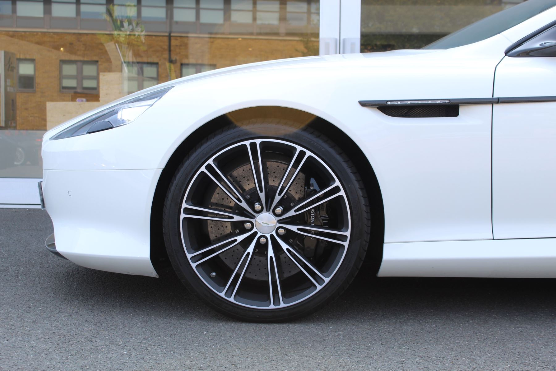 Aston Martin DB9 V12 2dr Touchtronic image 20