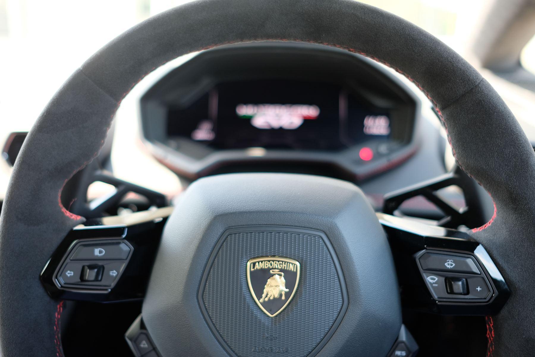 Lamborghini Huracan EVO LP 640-4 5.2 AWD image 20