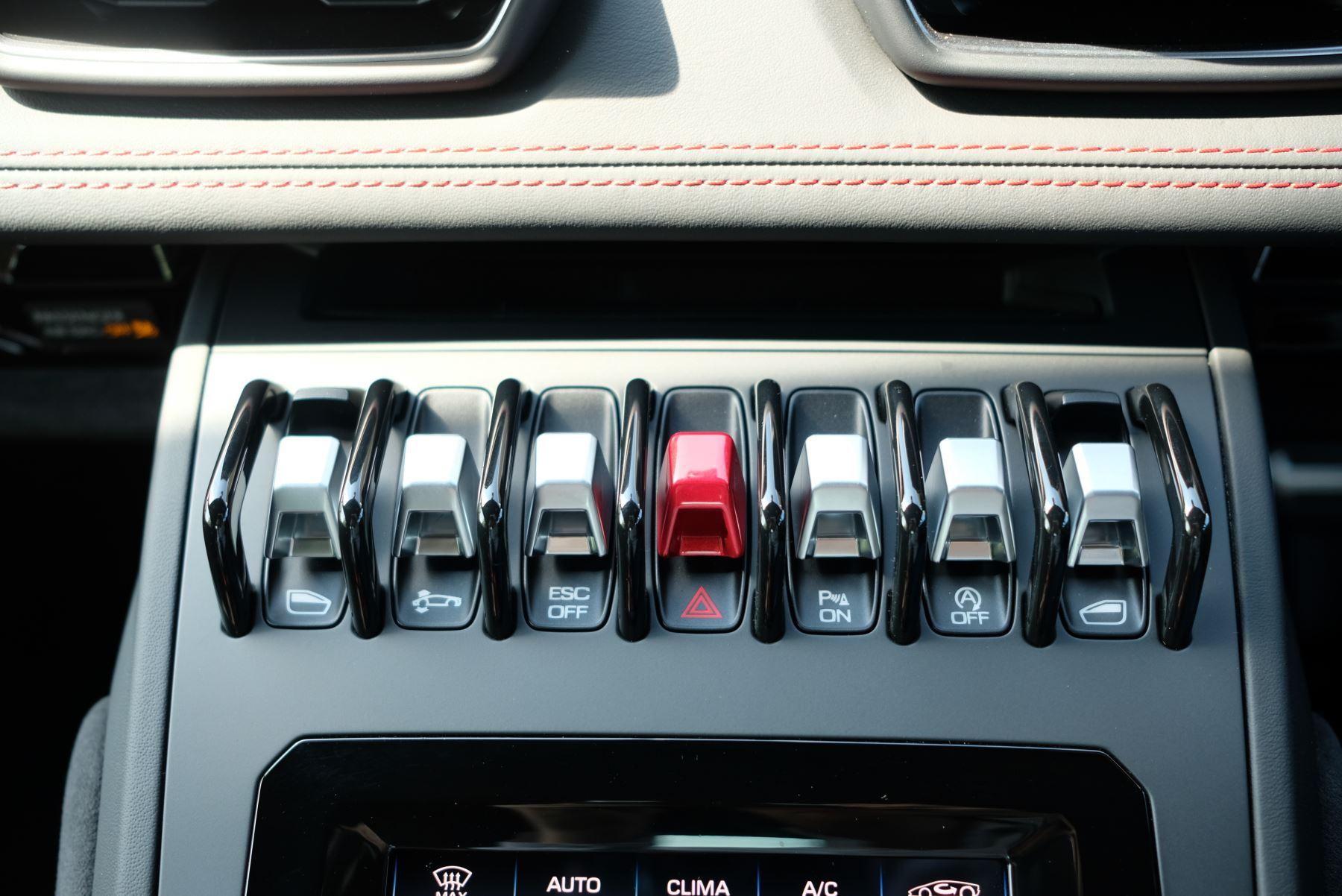 Lamborghini Huracan EVO LP 640-4 5.2 AWD image 23