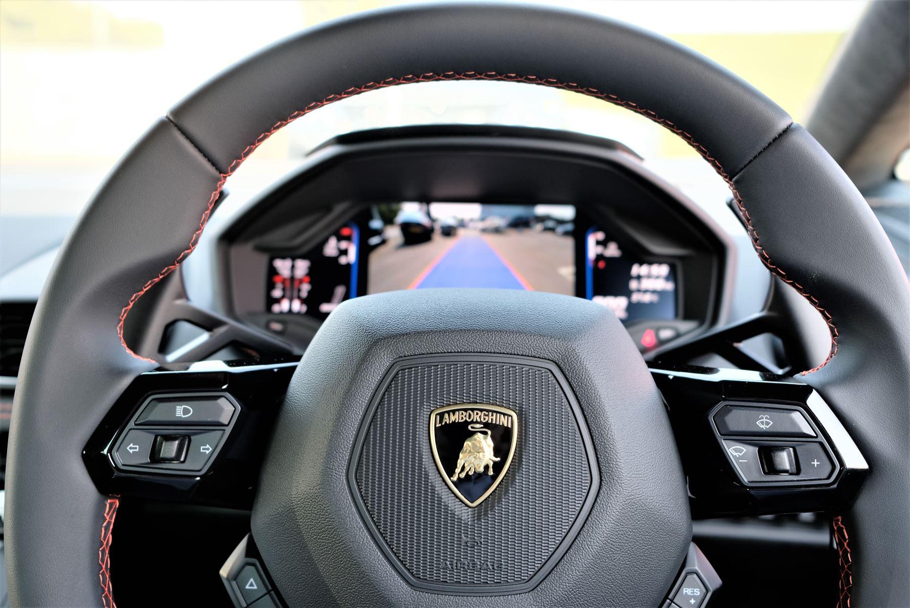 Lamborghini Huracan EVO LP 640-4 image 12