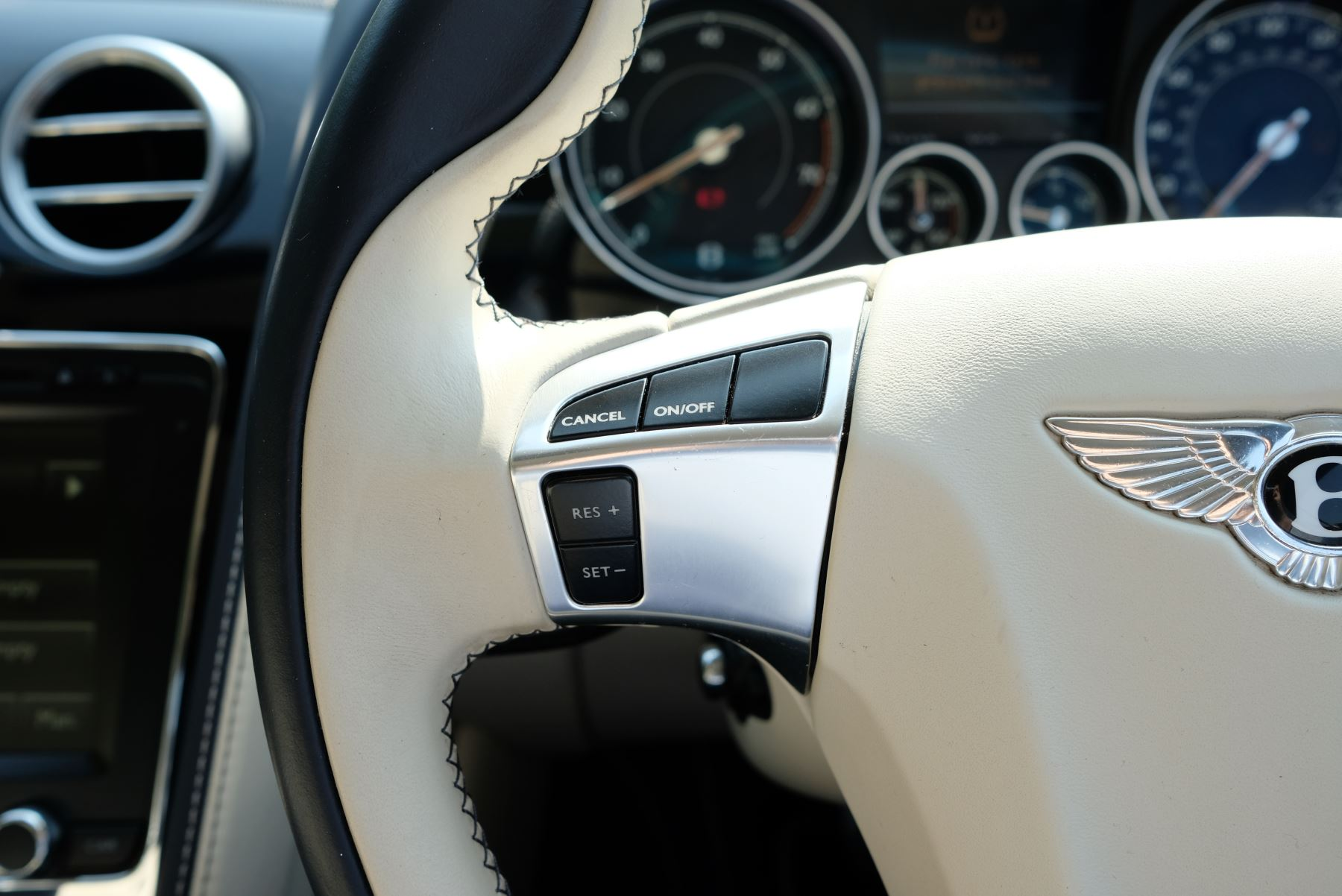 Bentley Continental GT V8 S Coupe 4.0 V8 S 2dr Auto Mulliner Driving Specification image 20