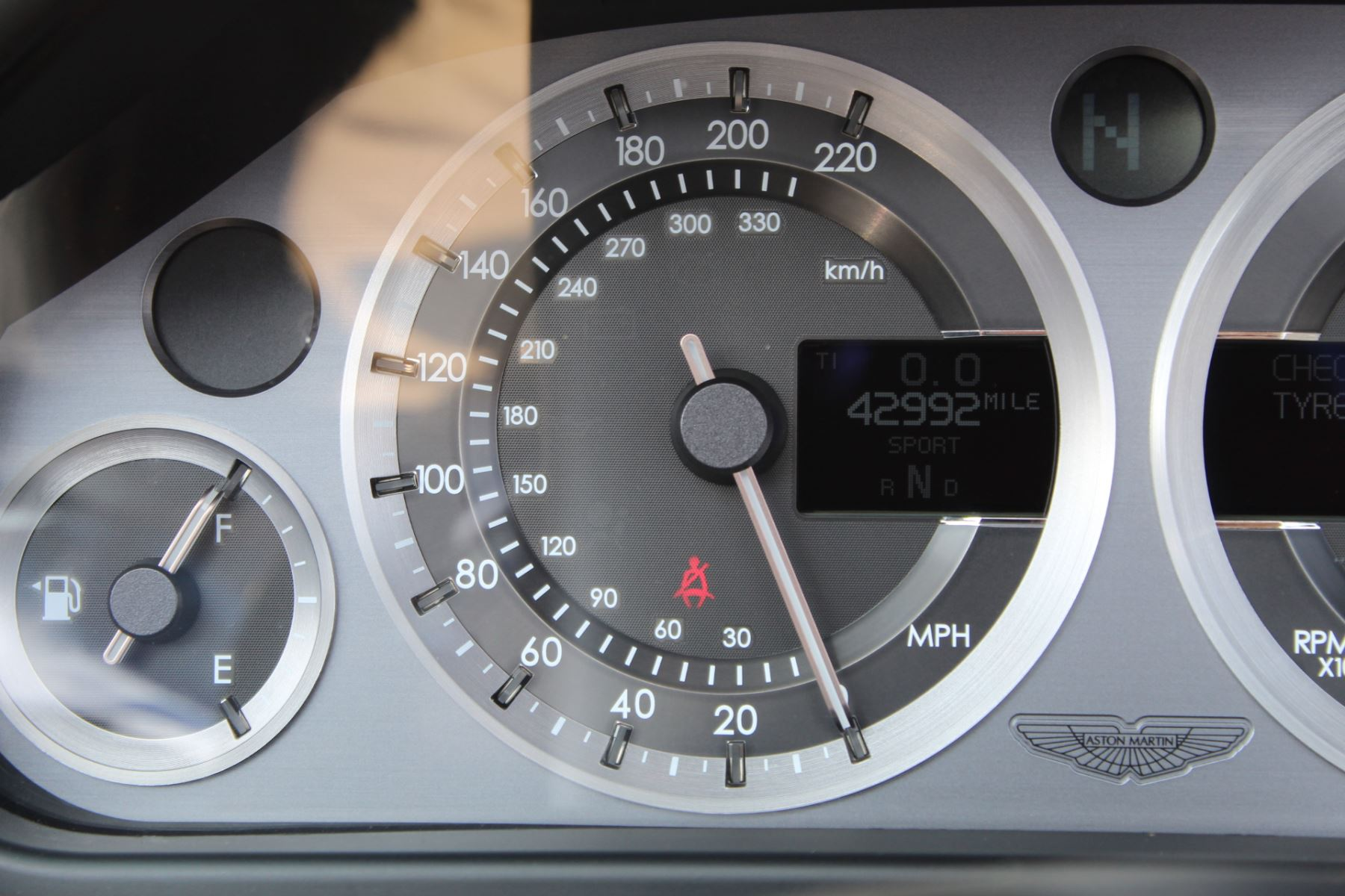 Aston Martin V8 Vantage Roadster 2dr Sportshift image 12