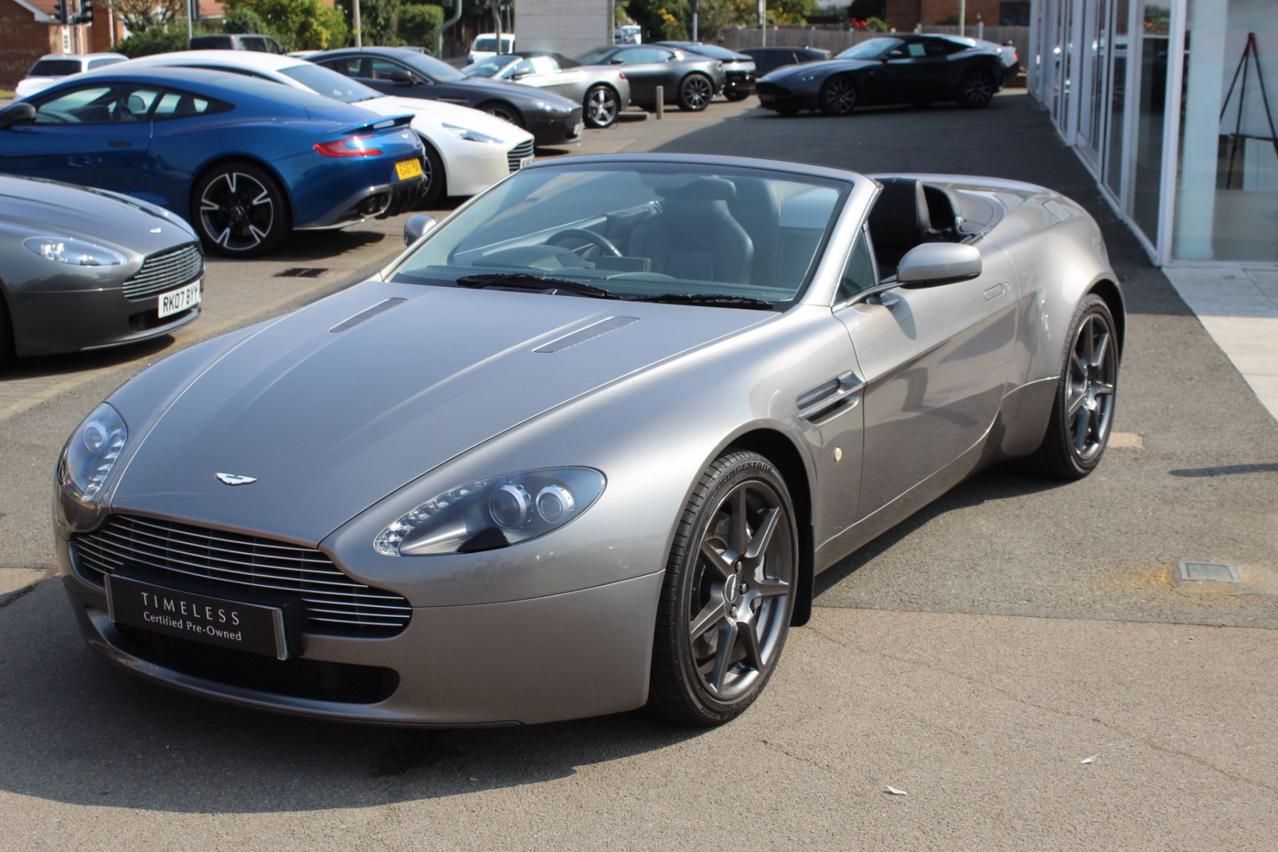 Aston Martin V8 Vantage Roadster 2dr Sportshift image 3