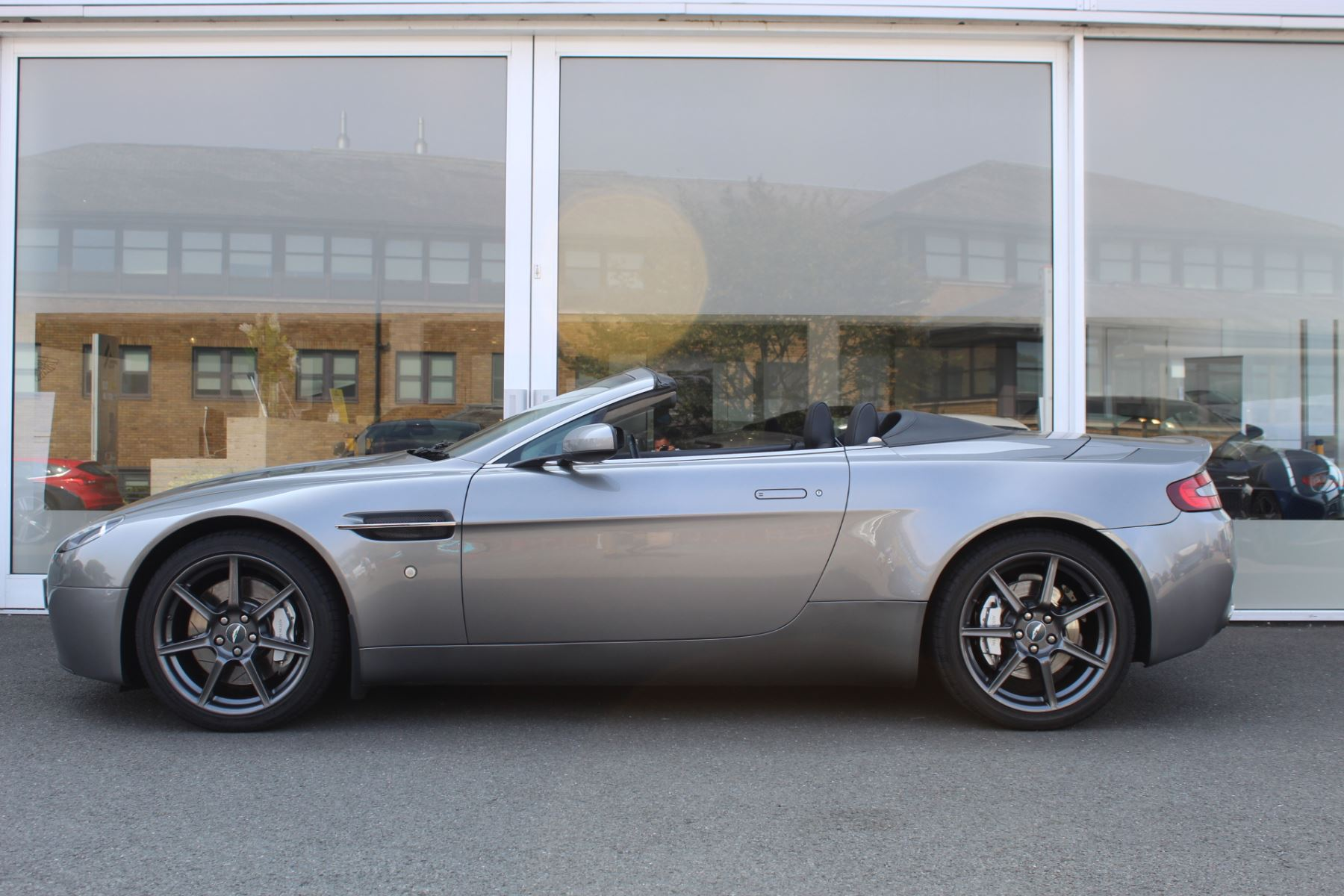 Aston Martin V8 Vantage Roadster 2dr Sportshift image 8