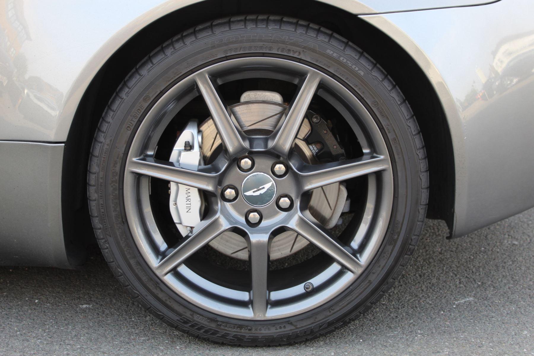 Aston Martin V8 Vantage Roadster 2dr Sportshift image 6