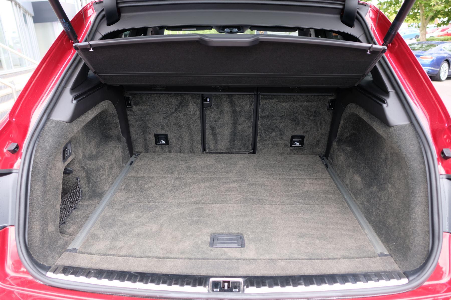 Bentley Bentayga V8 4.0 V8 5dr Mulliner Driving Specification image 17