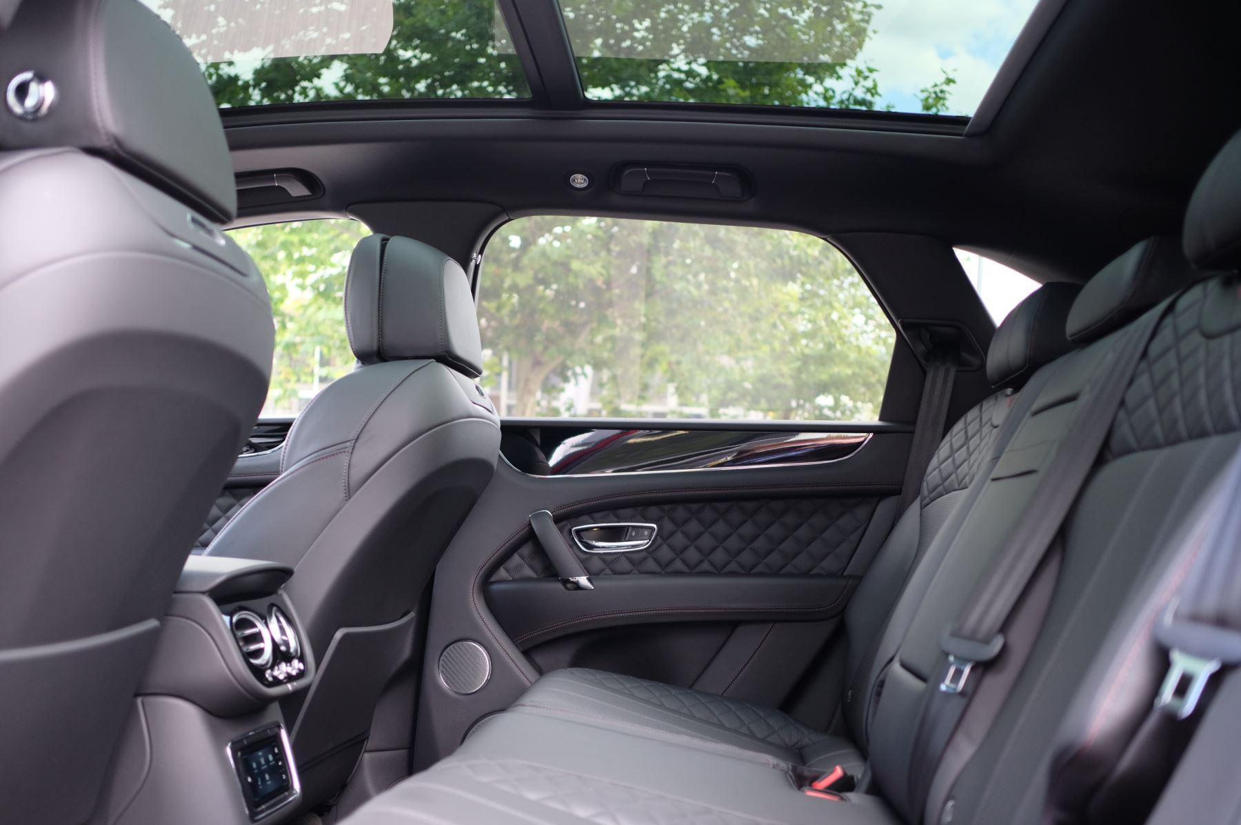 Bentley Bentayga V8 4.0 V8 5dr Mulliner Driving Specification image 23