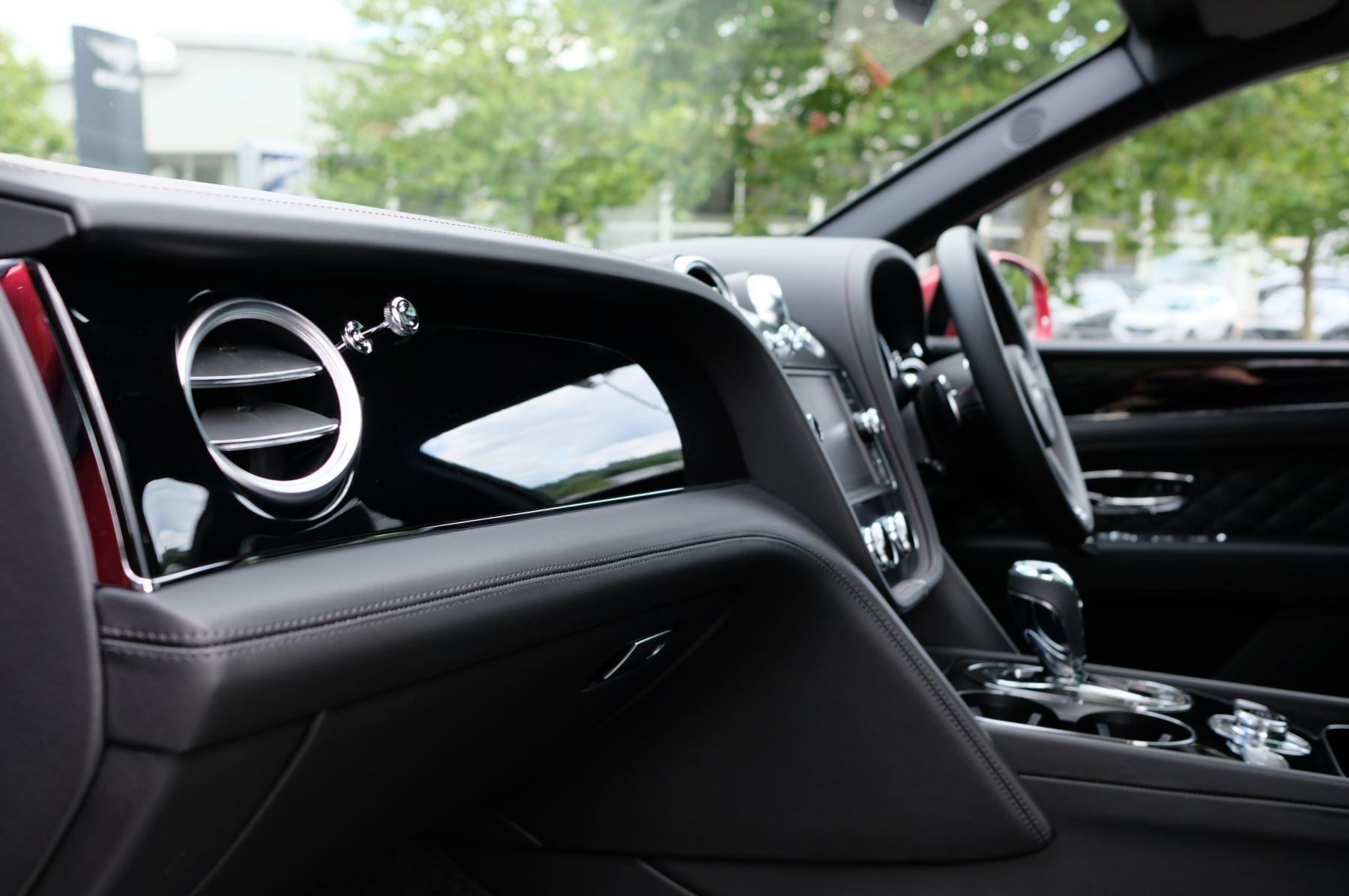 Bentley Bentayga V8 4.0 V8 5dr Mulliner Driving Specification image 26