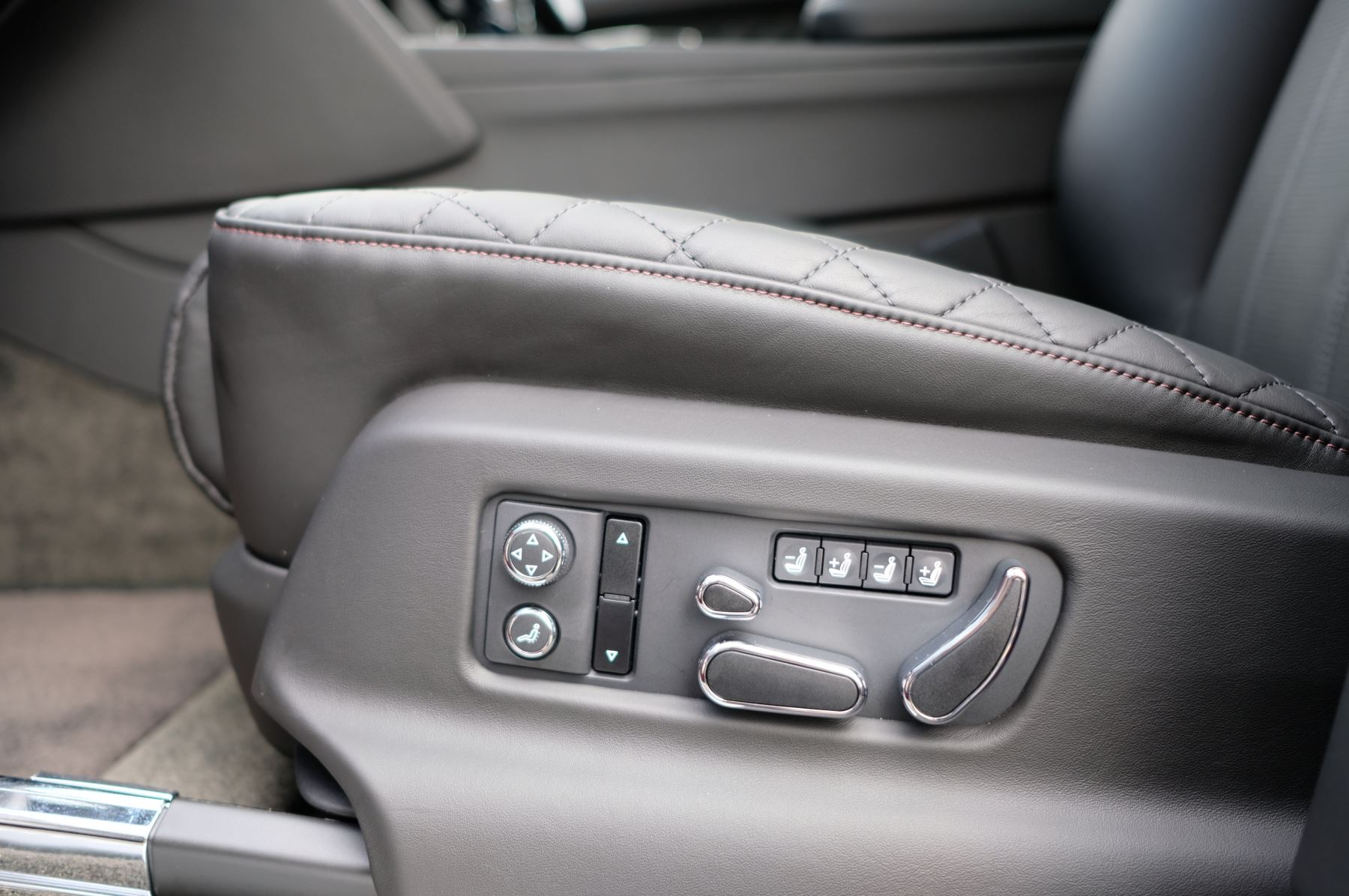 Bentley Bentayga V8 4.0 V8 5dr Mulliner Driving Specification image 27