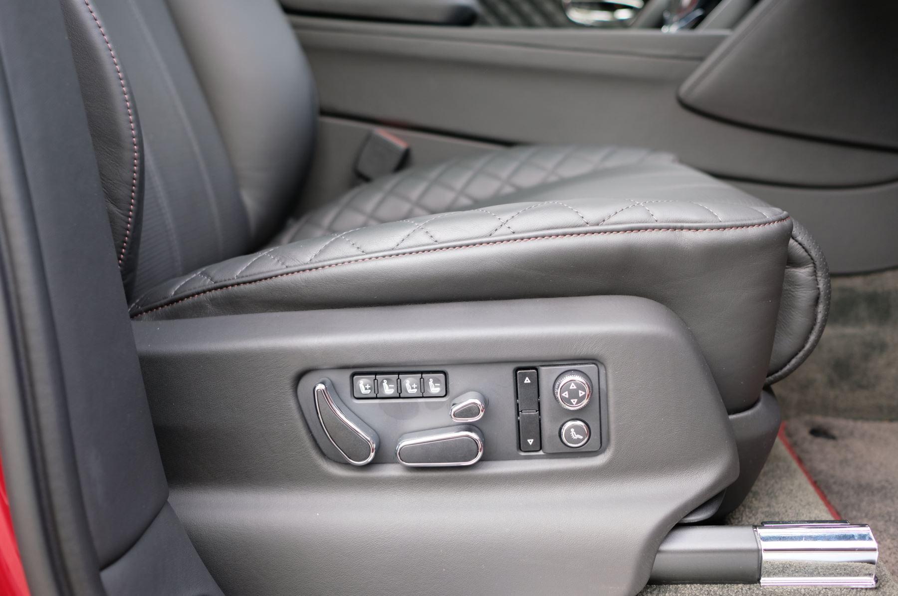 Bentley Bentayga V8 4.0 V8 5dr Mulliner Driving Specification image 29