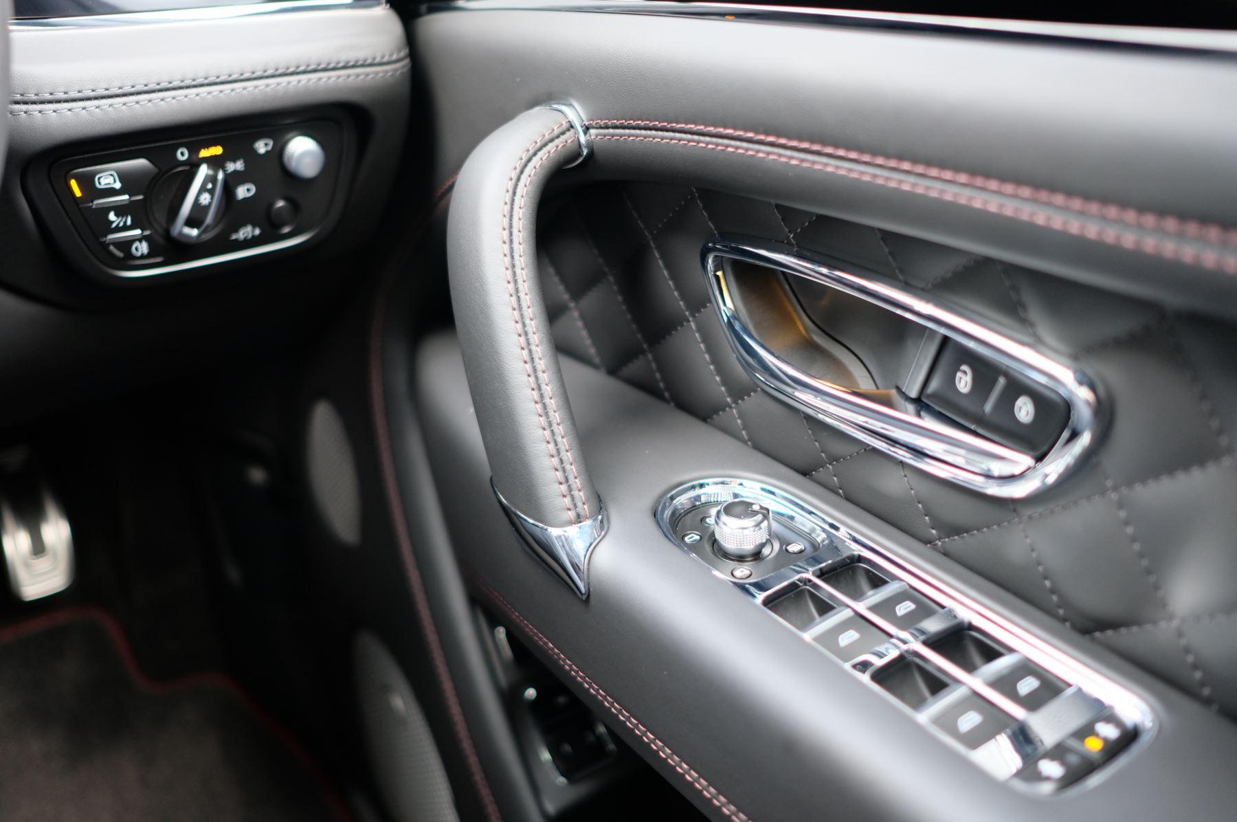 Bentley Bentayga V8 4.0 V8 5dr Mulliner Driving Specification image 33